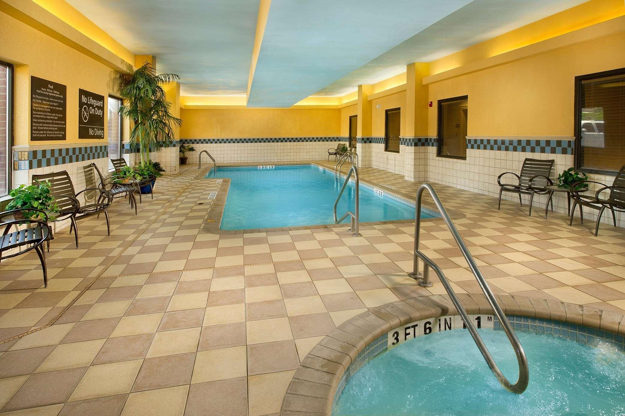 Hampton Inn & Suites San Antonio-Airport image 4