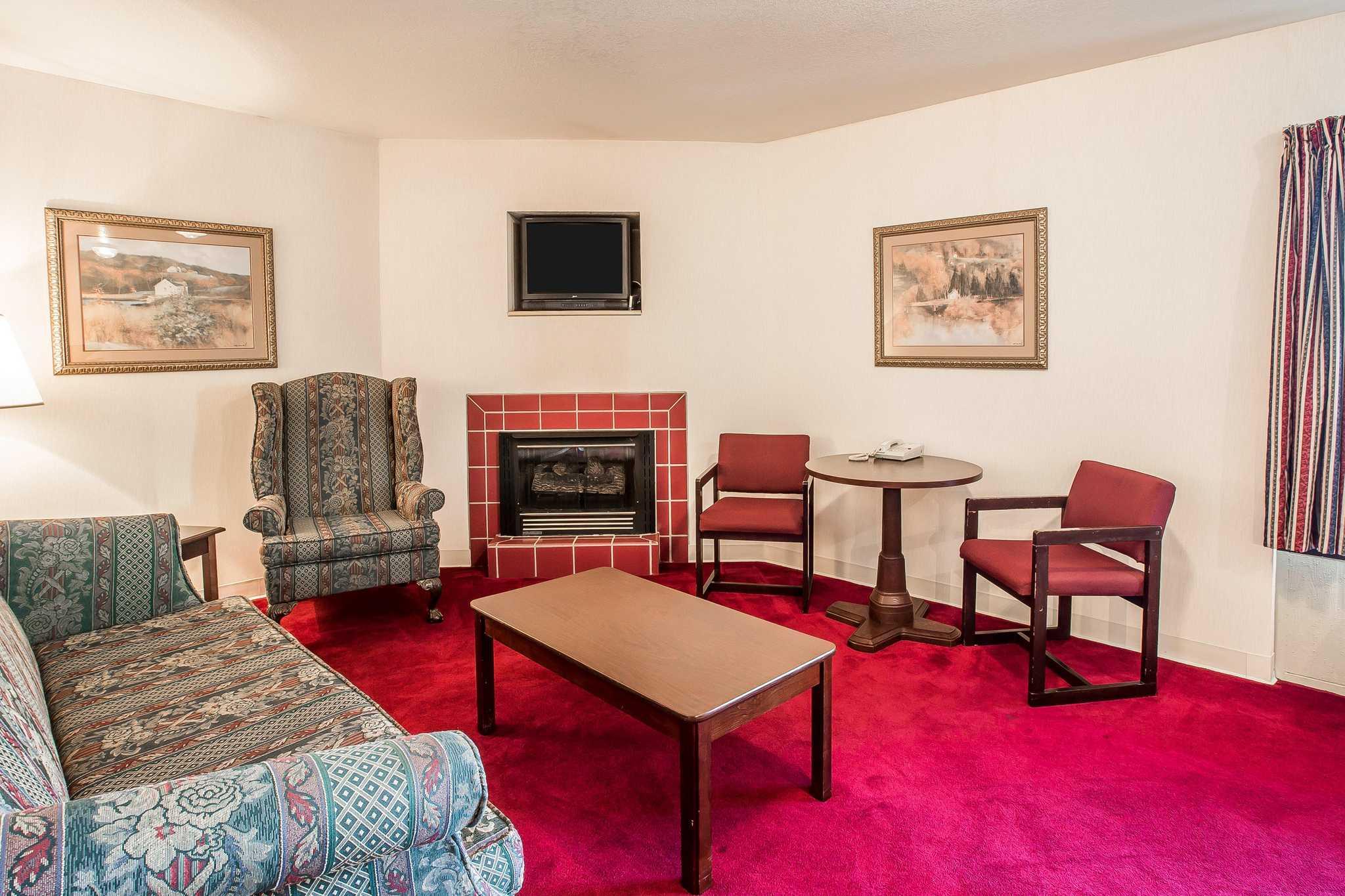 Quality Inn & Suites Mt. Chalet image 25
