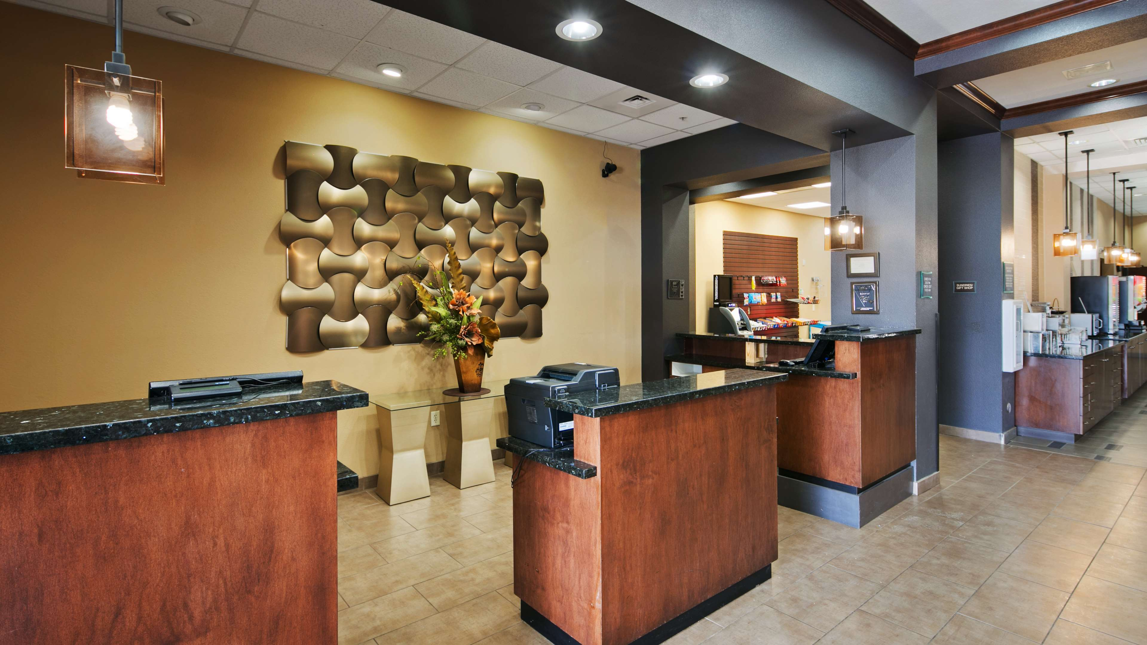 Best Western Plus Williston Hotel & Suites image 3