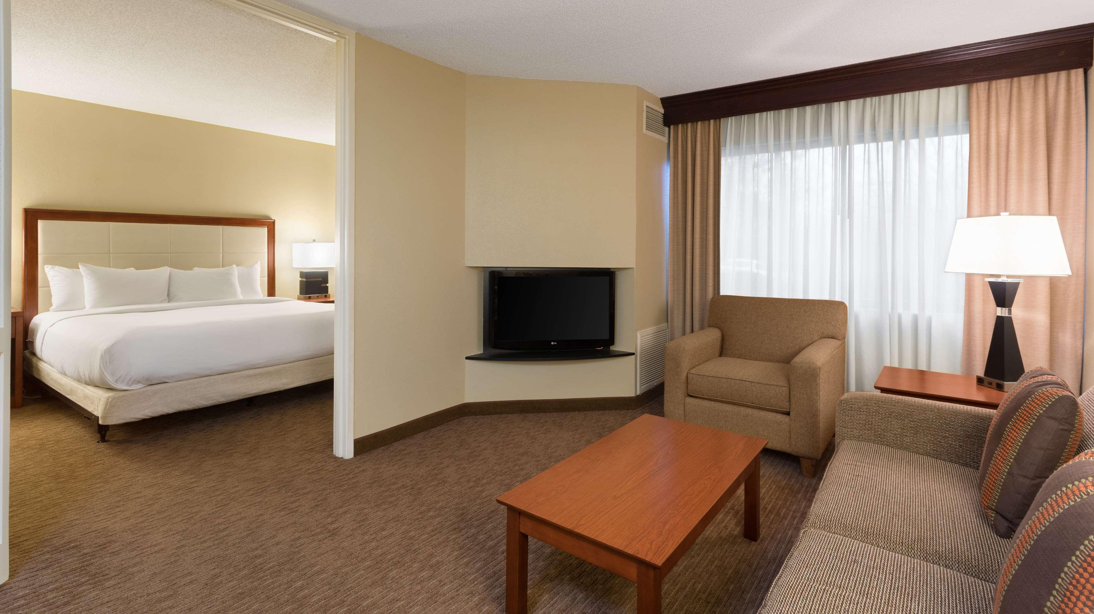DoubleTree Suites by Hilton Hotel Cincinnati - Blue Ash image 15