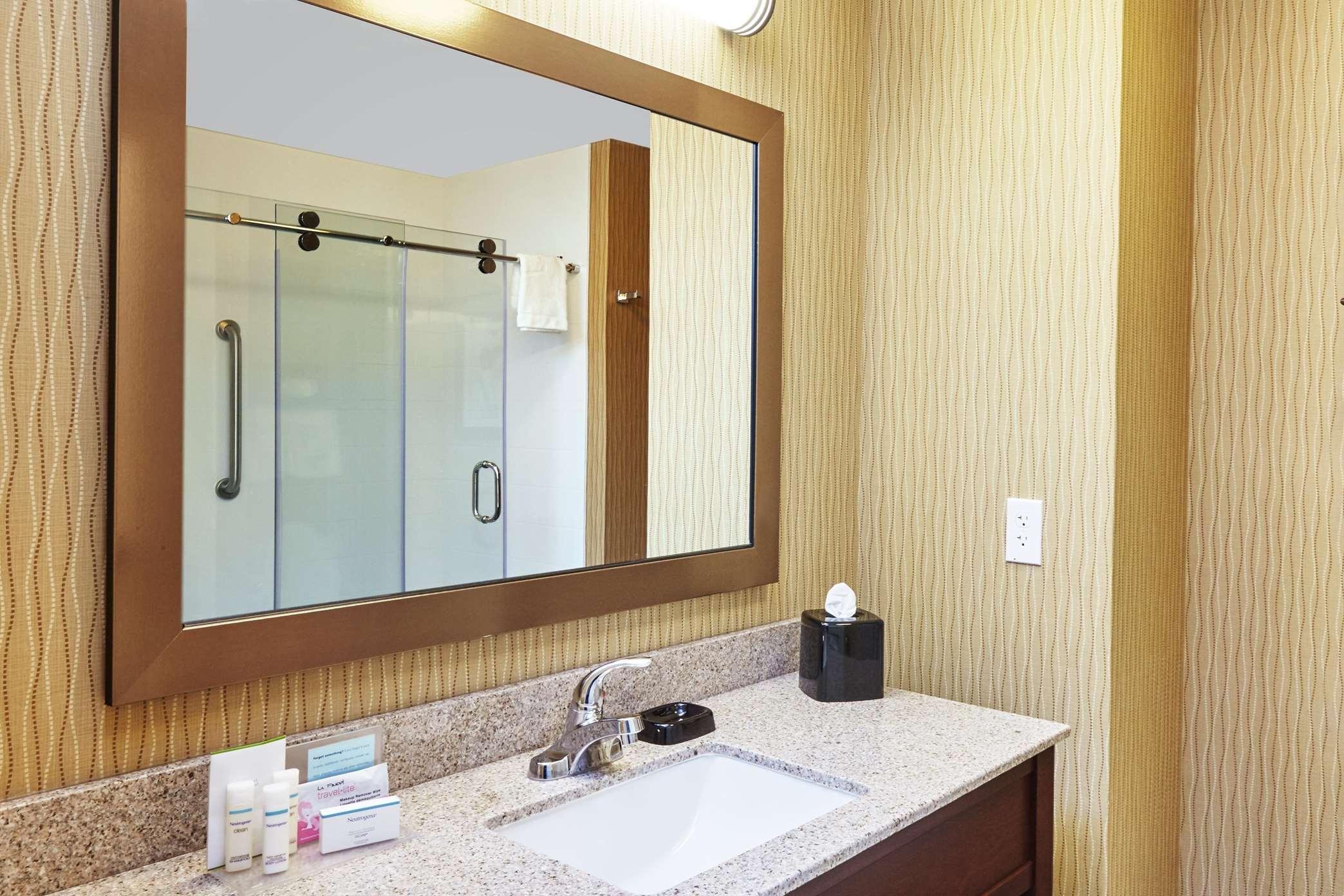 Hampton Inn & Suites Milwaukee/Franklin image 10