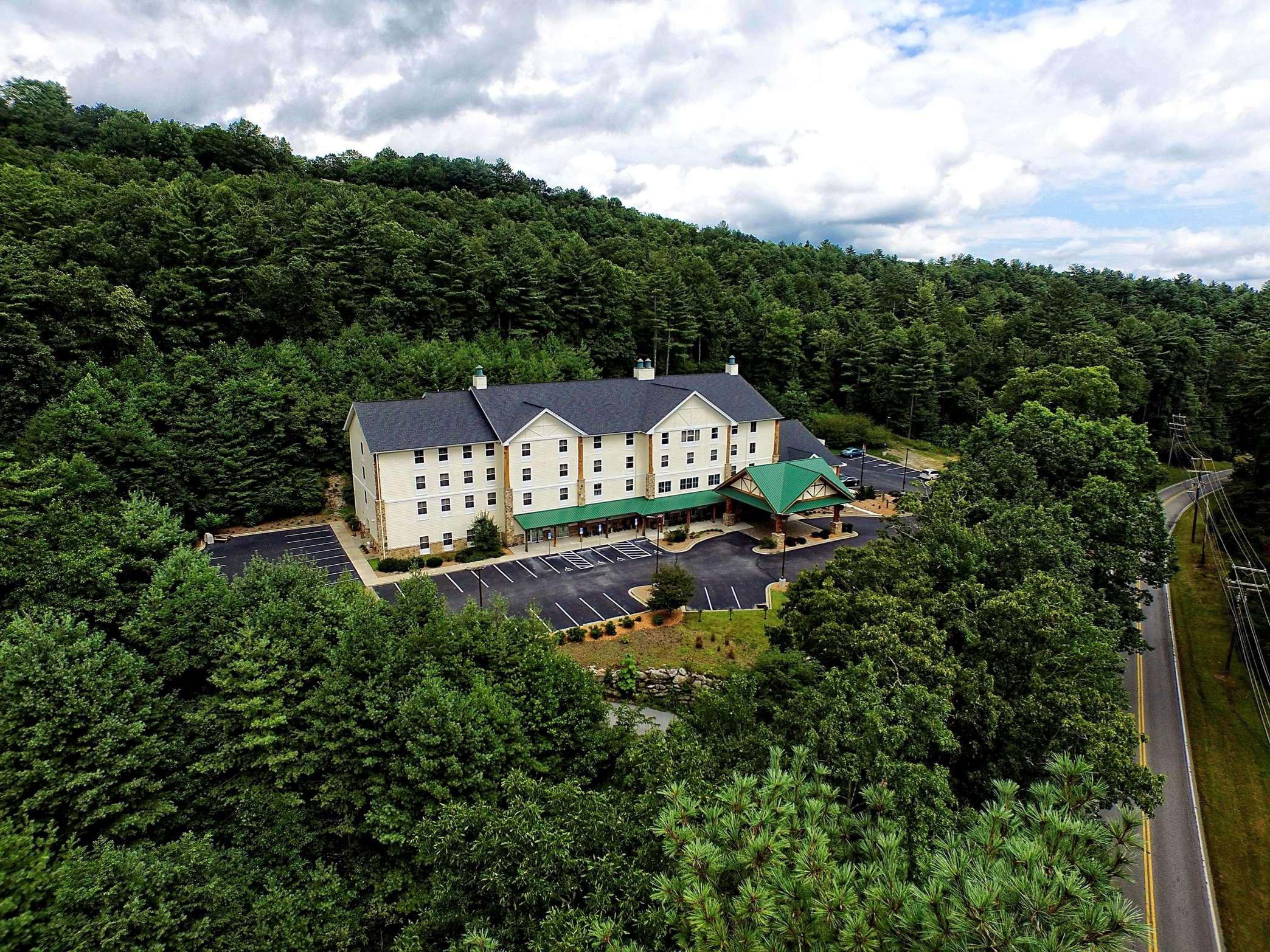 Hampton Inn & Suites Cashiers-Sapphire Valley image 11