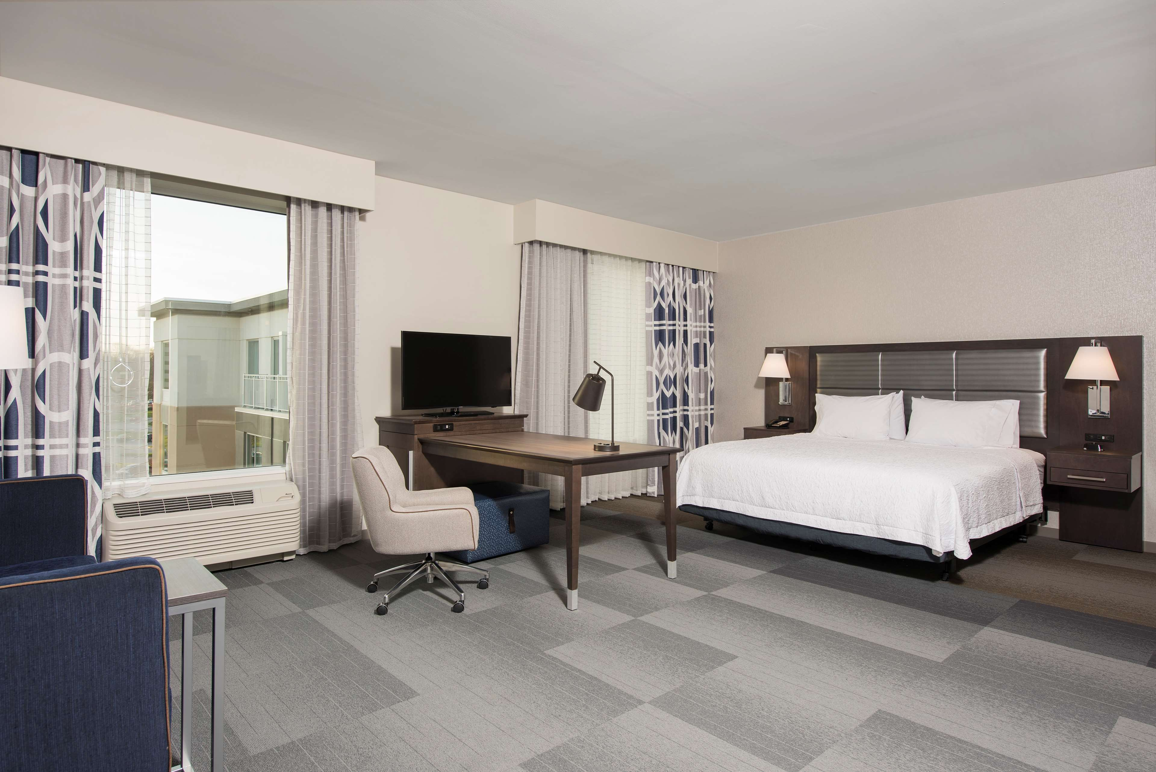 Hampton Inn & Suites Indianapolis-Keystone image 25