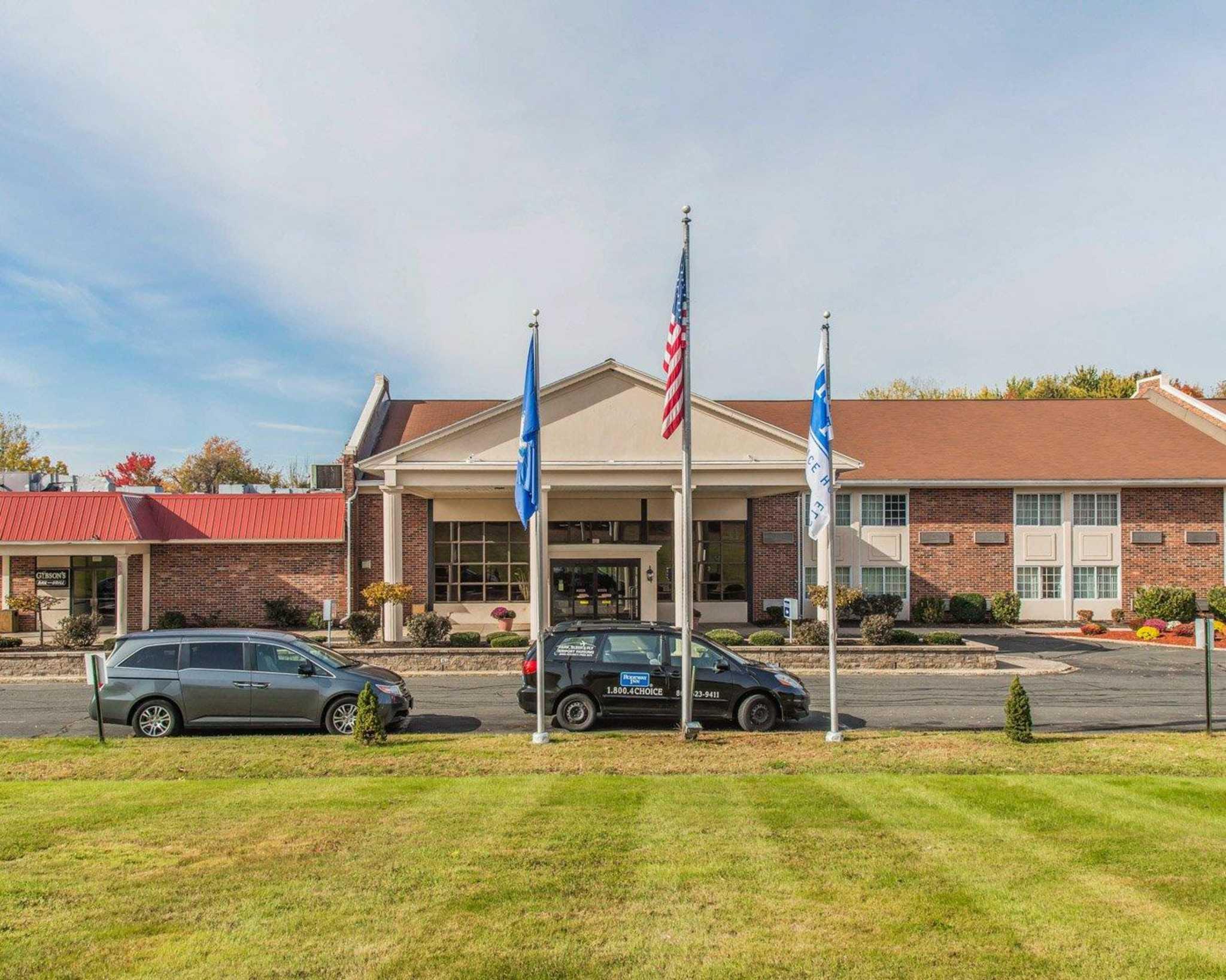 Rodeway Inn & Suites Bradley Airport image 9