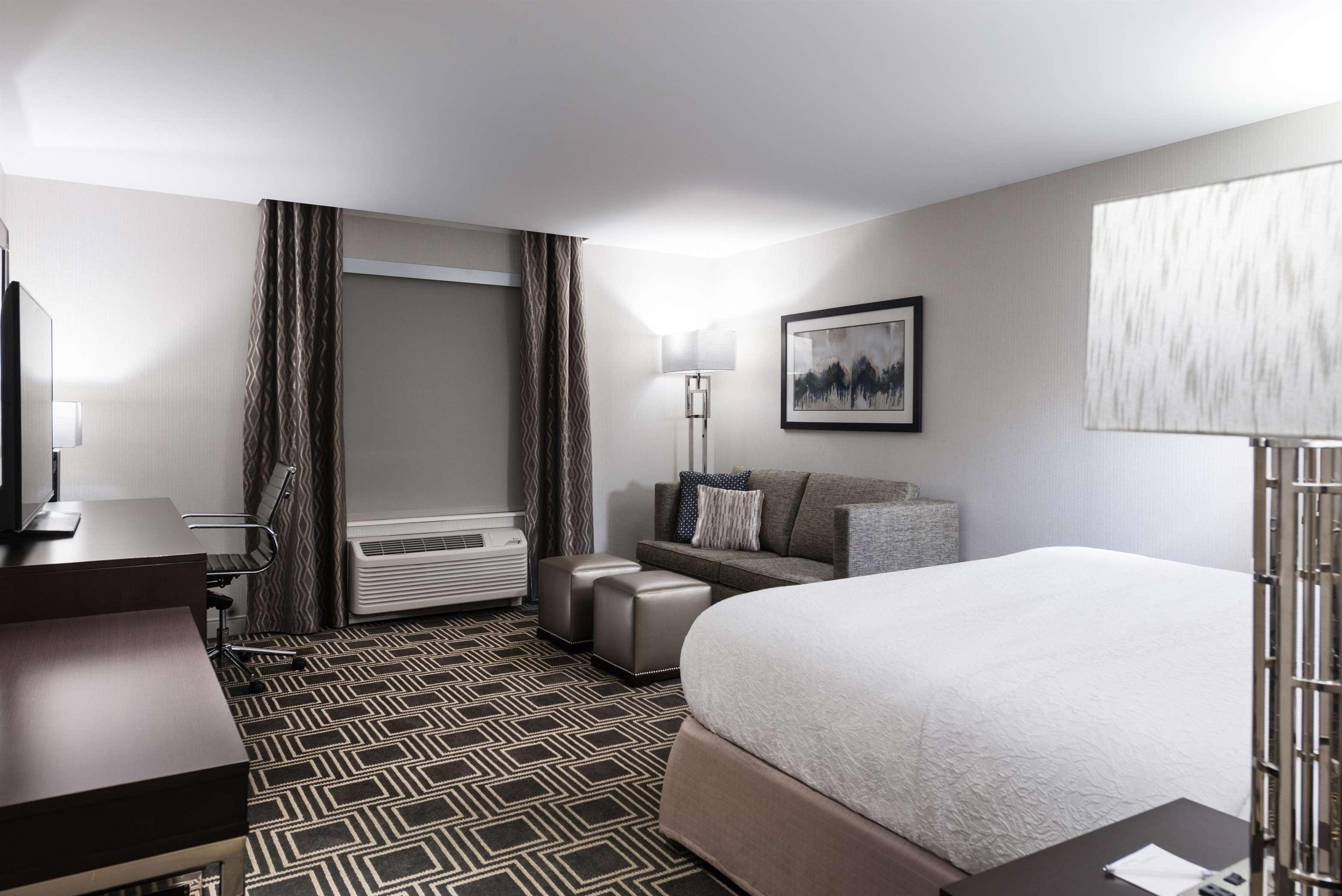 Hampton Inn & Suites Worcester image 1