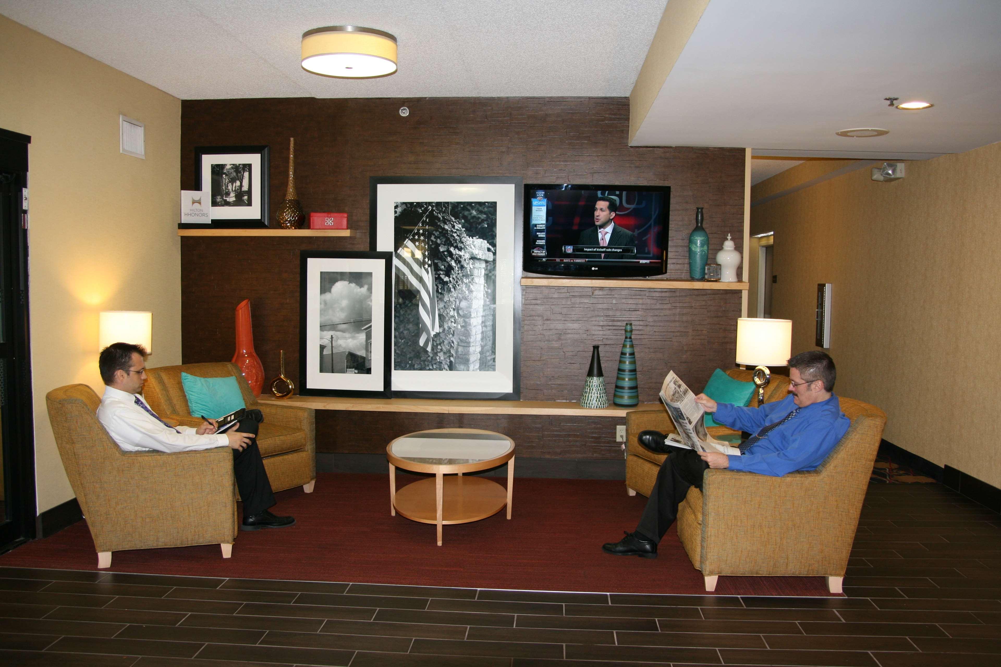Hampton Inn Louisville-Airport image 2