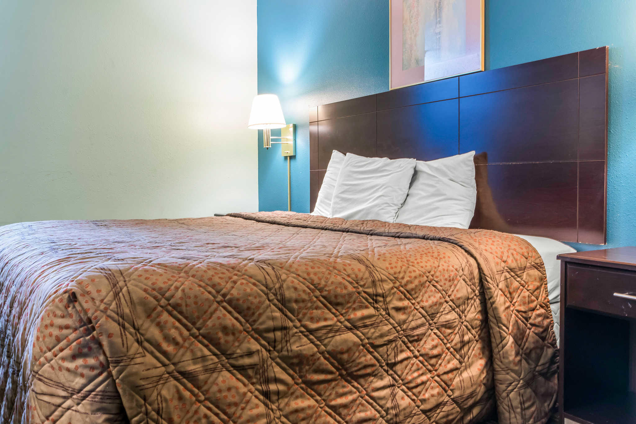 Econo Lodge Inn & Suites I-65 image 8