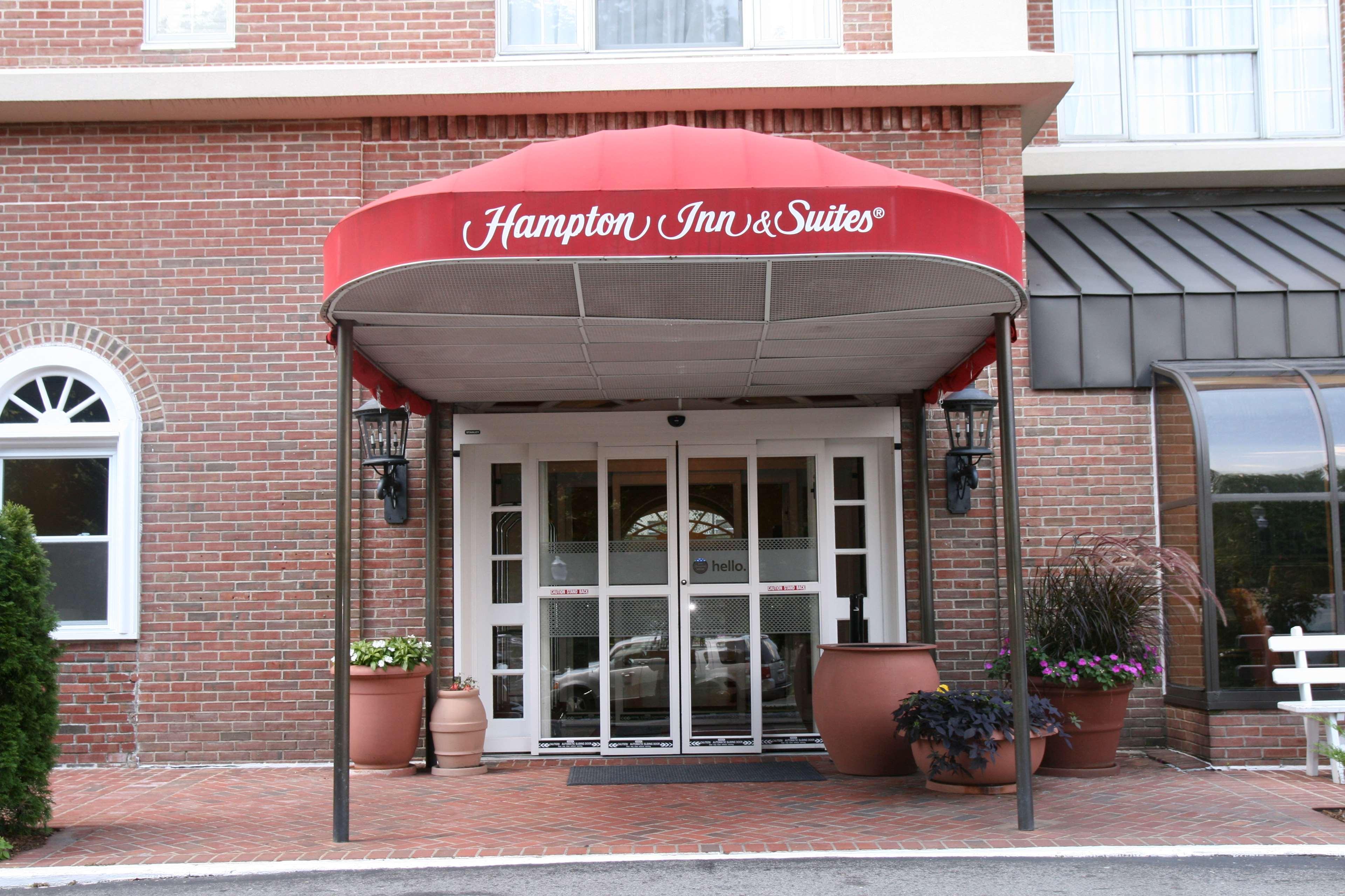 Hampton Inn & Suites Stamford image 3