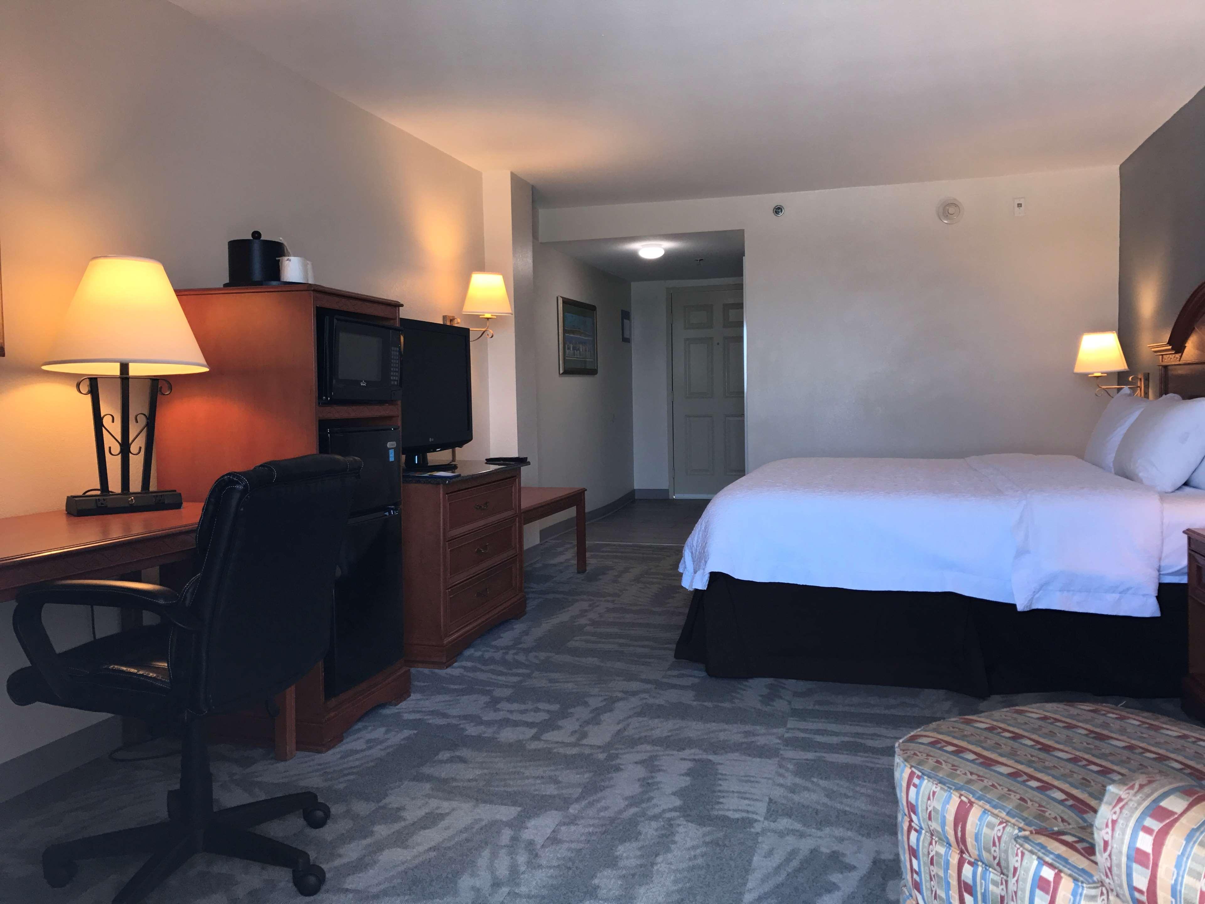 Hampton Inn Daytona Shores-Oceanfront image 20