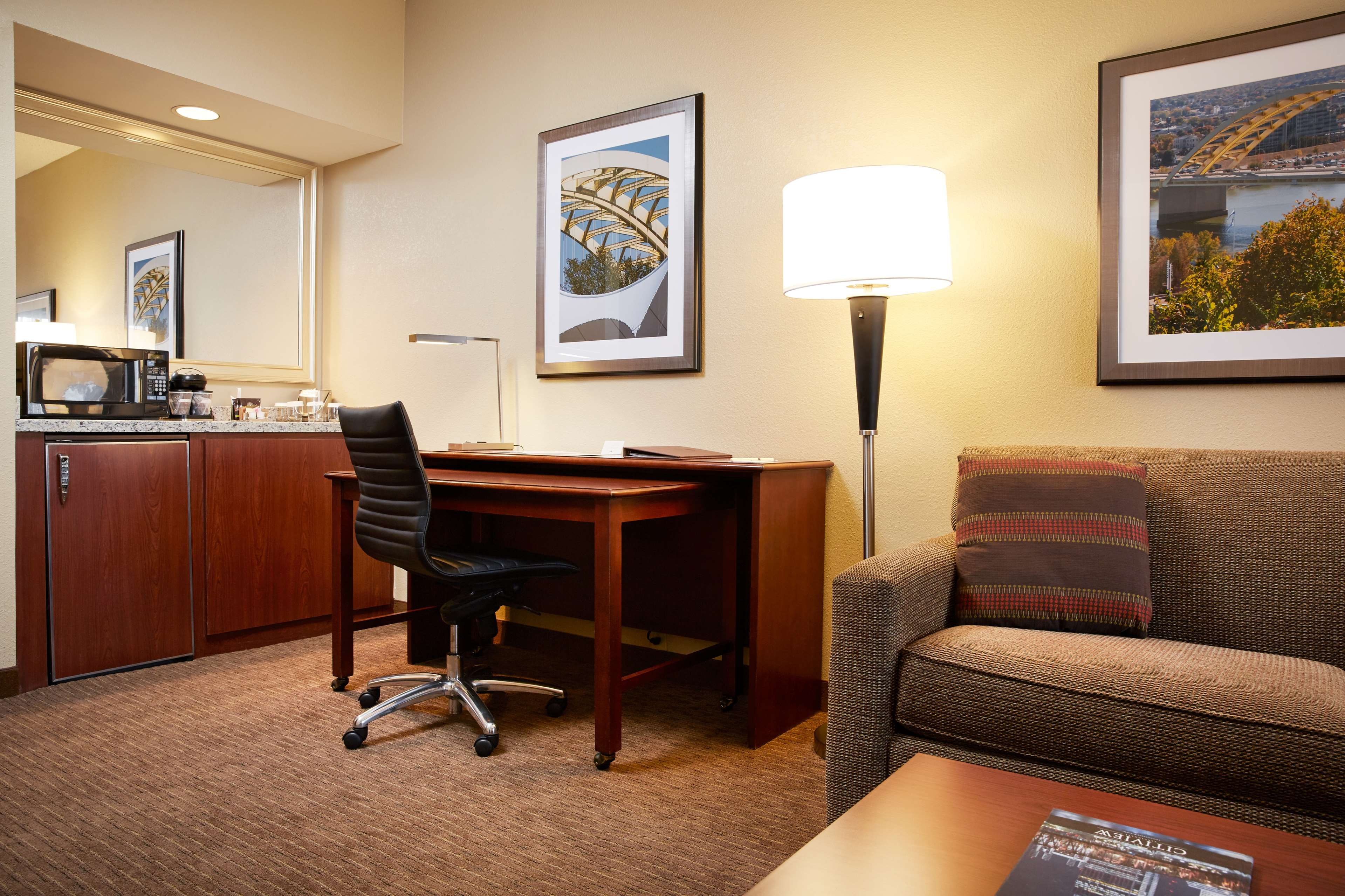 DoubleTree Suites by Hilton Hotel Cincinnati - Blue Ash image 11