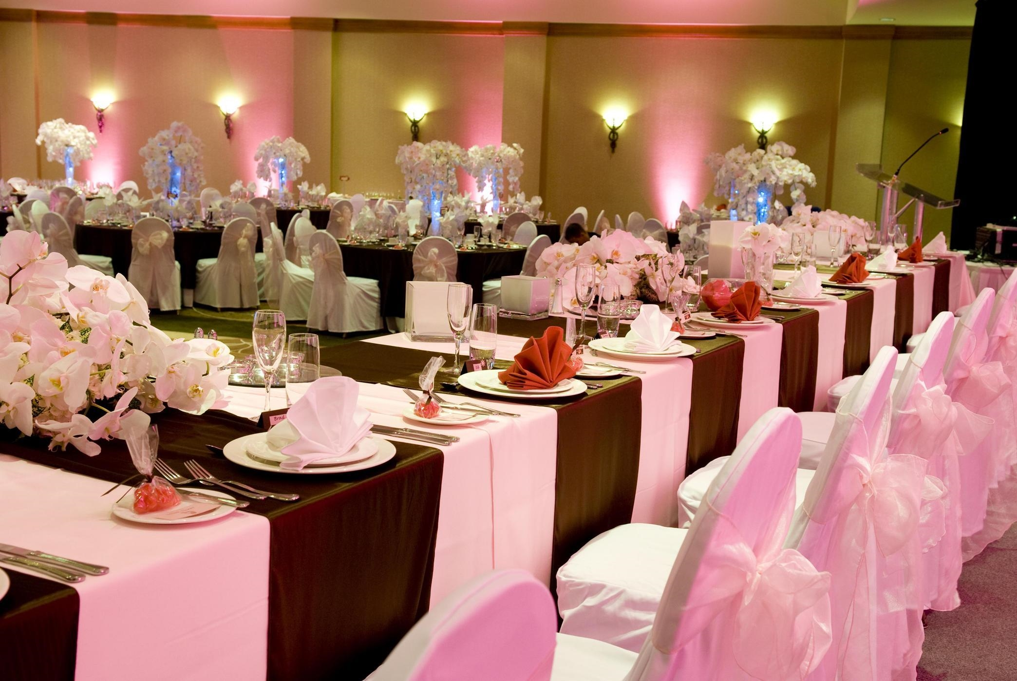 Hilton Vancouver Metrotown in Burnaby: Wedding Party Table