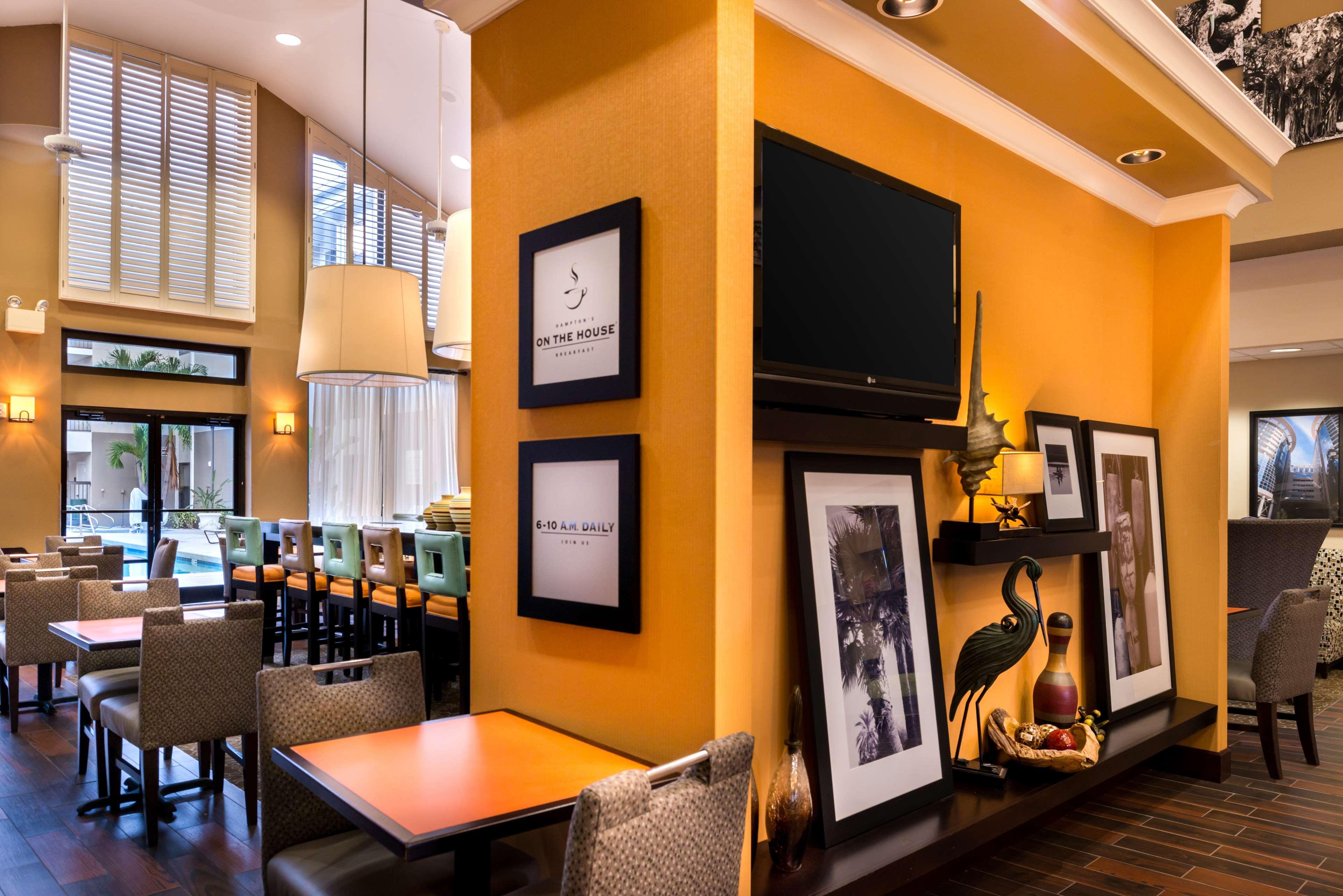 Hampton Inn & Suites Orlando/East UCF Area image 7