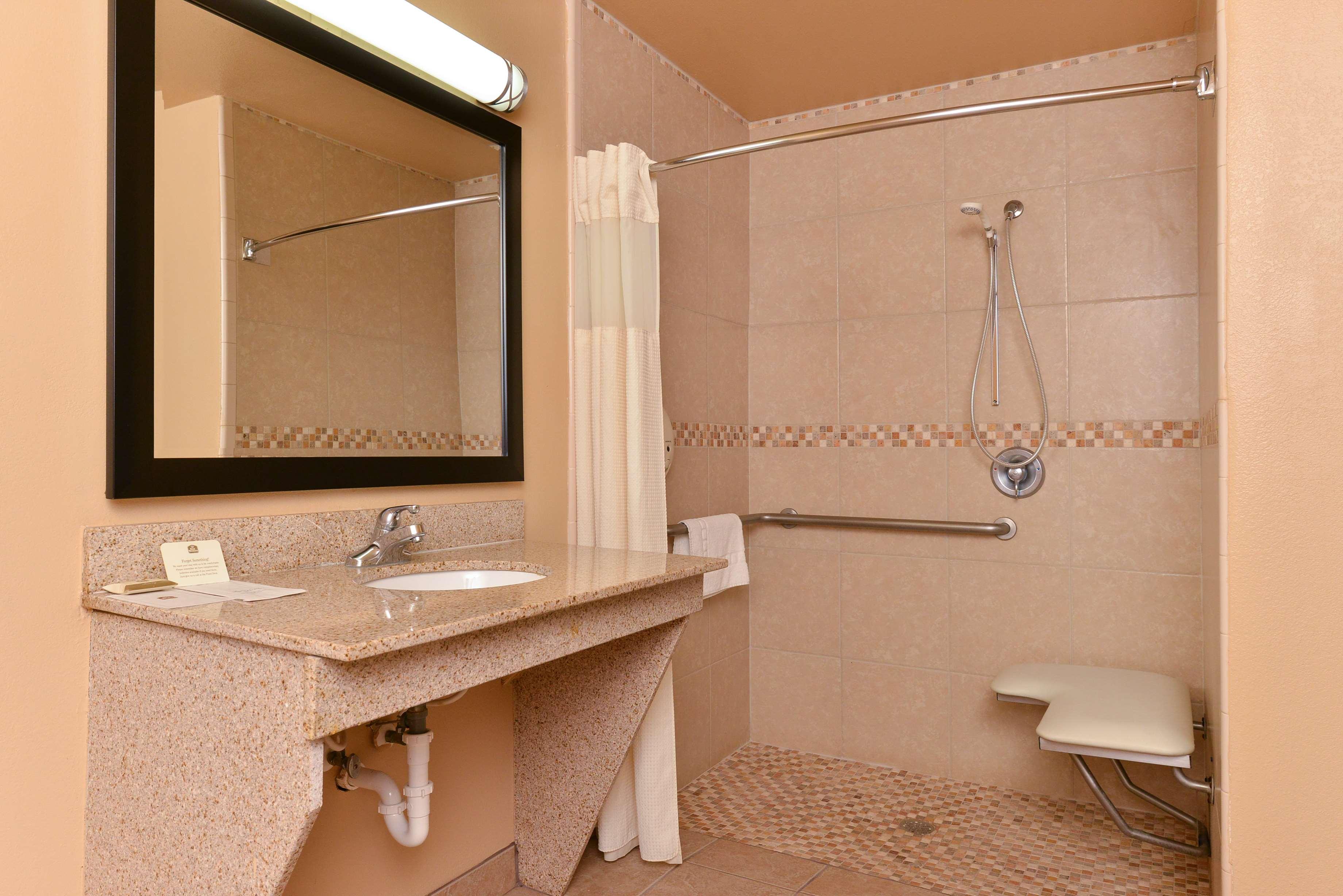 Best Western Windwood Inn & Suites image 32
