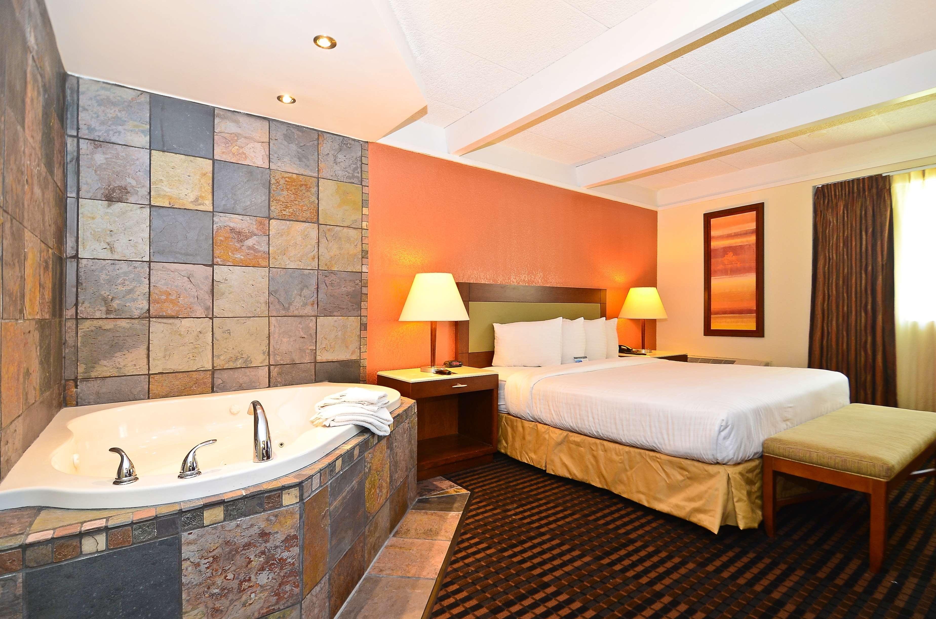 lexington inn suites n w chicago elgin elgin il. Black Bedroom Furniture Sets. Home Design Ideas