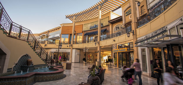 This is the main mall of Thousand Oaks, and over the years, it has really expanded! From restaurants to department stores to kiosks, there is so much variety at The Oaks. There is practically parking all around the mall including a parking garage.4/4().