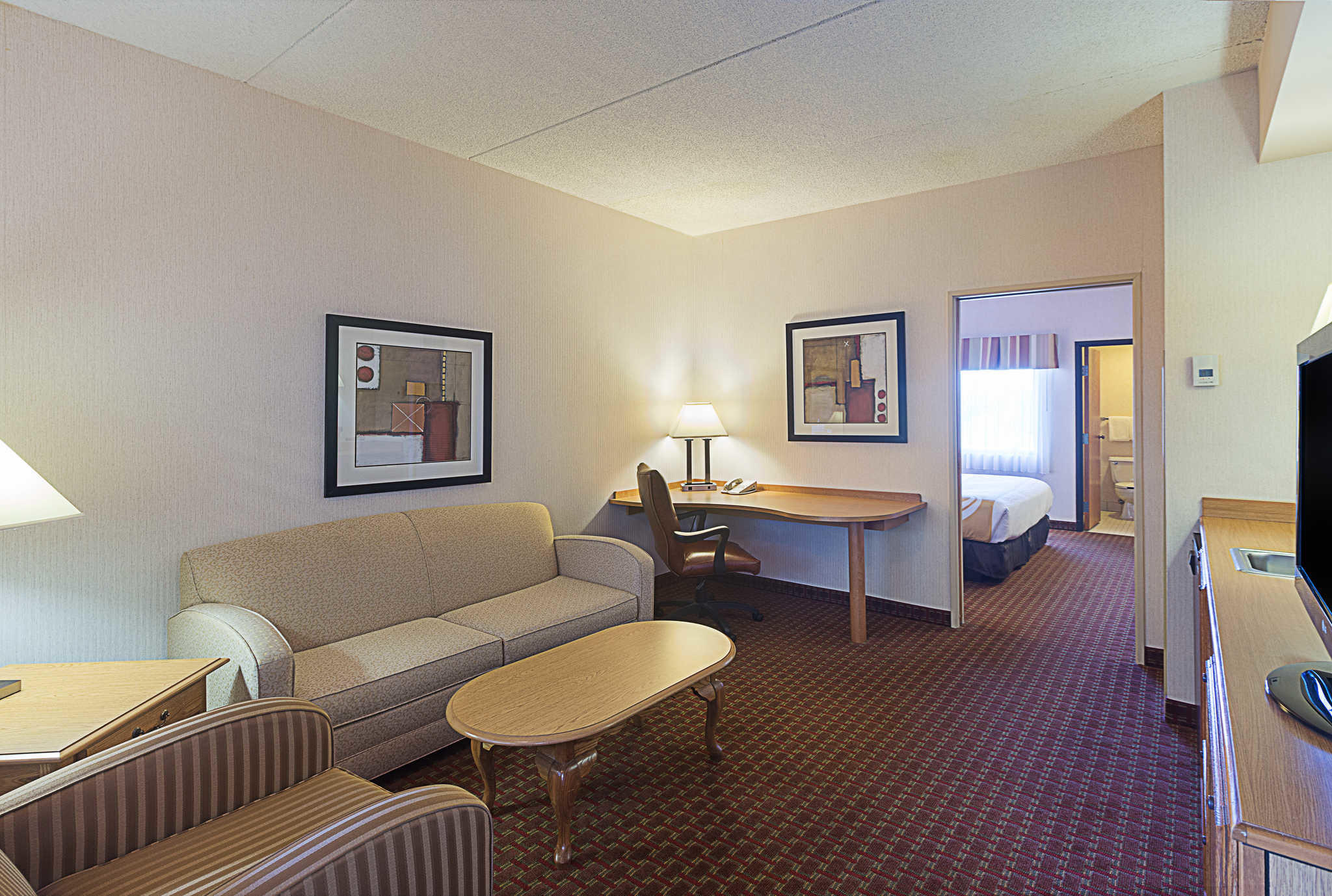Quality Suites image 17