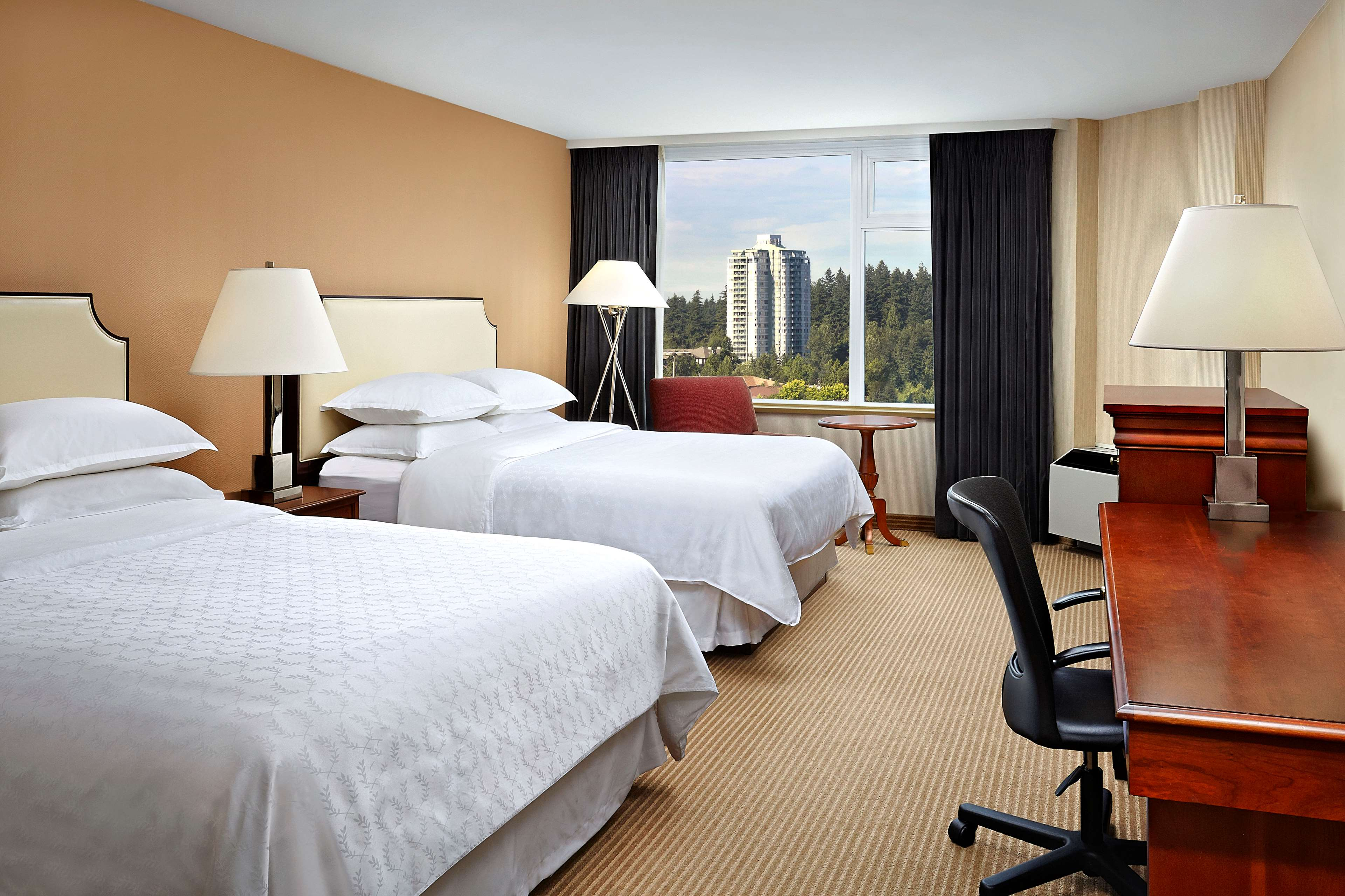Sheraton Vancouver Guildford Hotel in Surrey: Double Queen Club Room