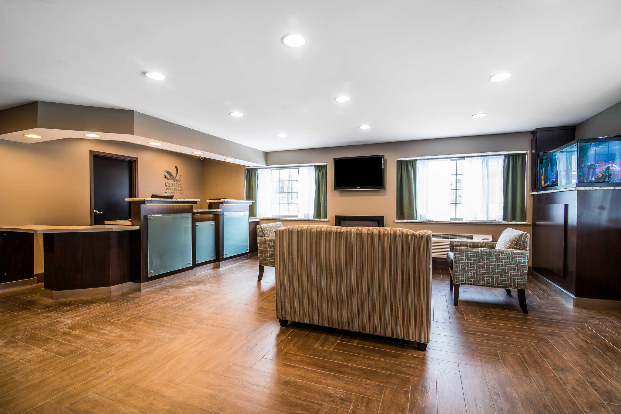 Quality Inn Amp Suites Downtown At 454 James St Syracuse