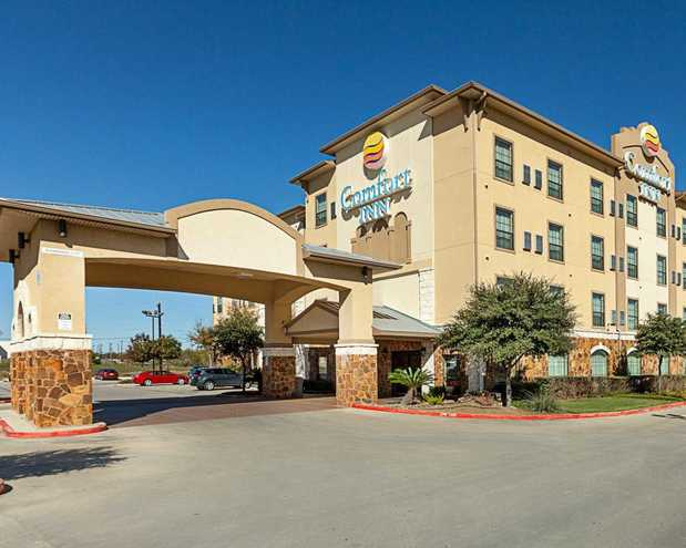 Comfort Inn Near Seaworld Lackland Afb In San Antonio