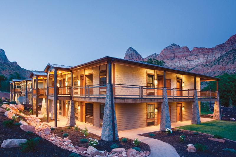 La Quinta Inn & Suites at Zion Park/Springdale - ad image