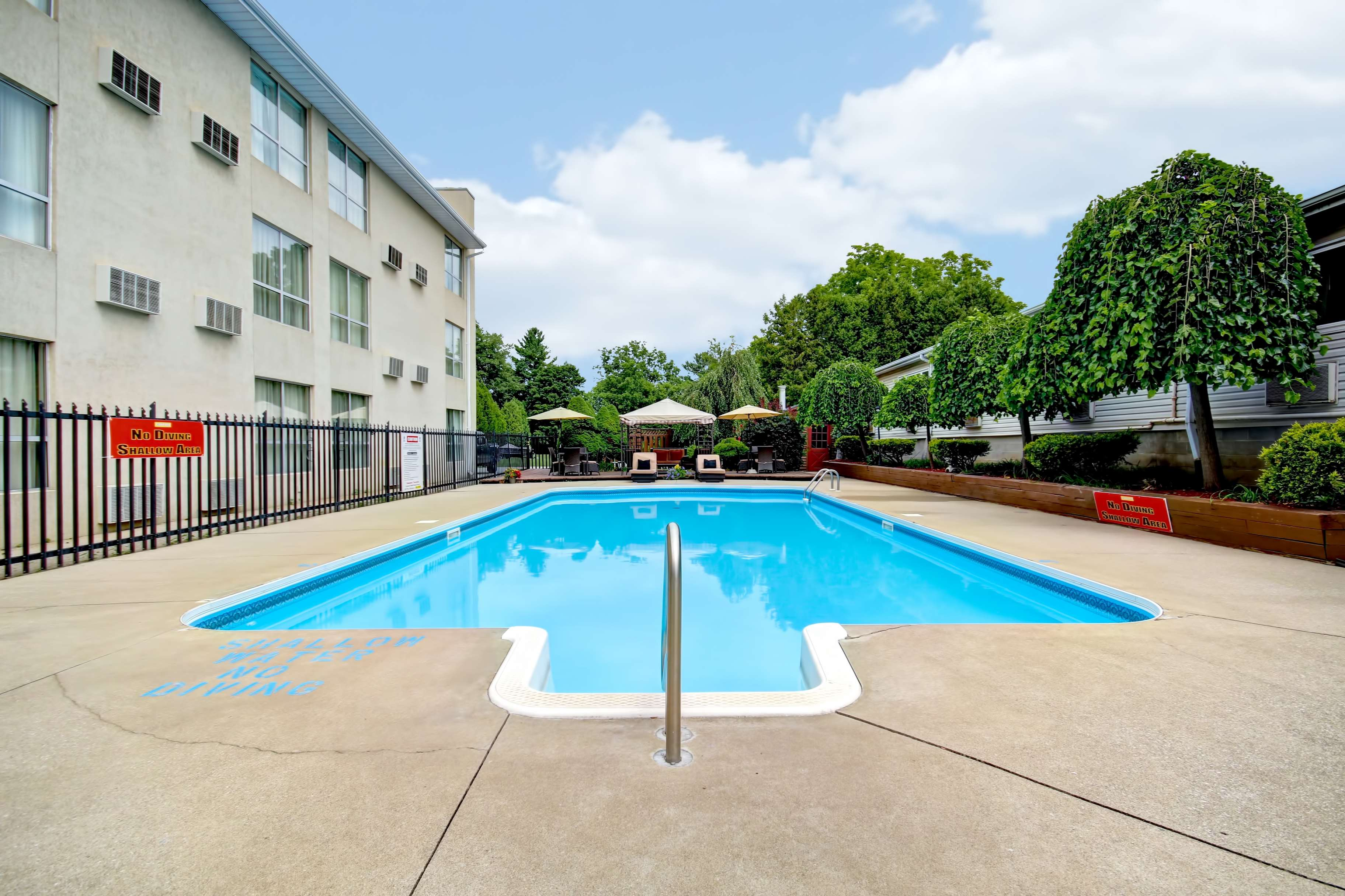 Best Western Little River Inn à Simcoe: Outdoor Pool