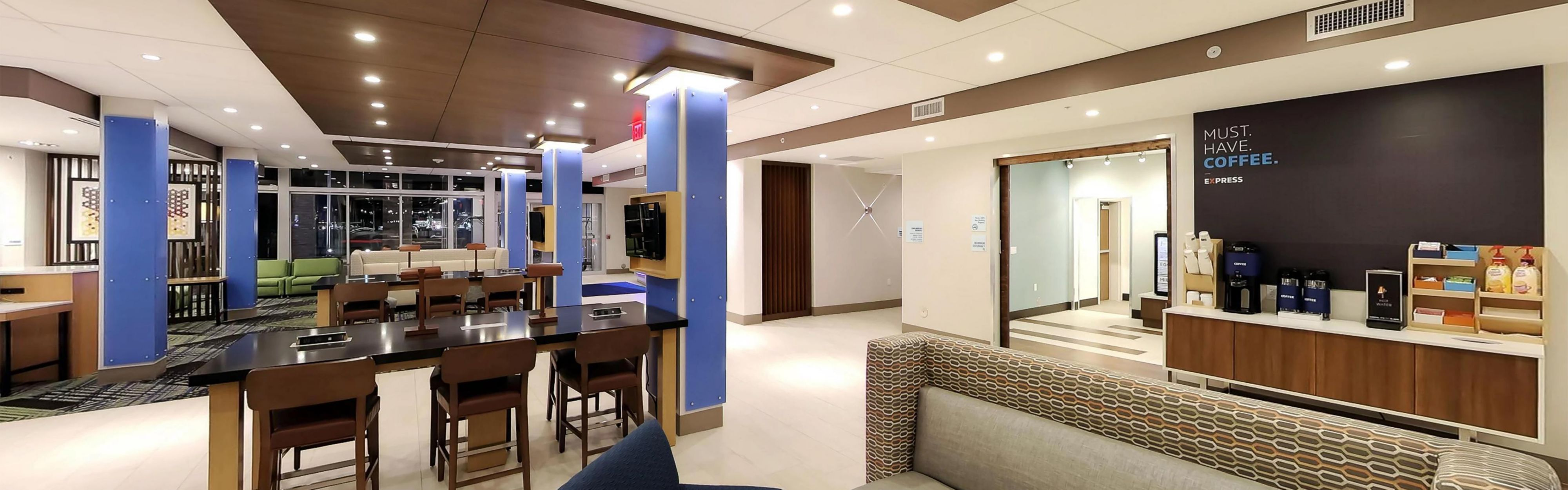Holiday Inn Express & Suites Detroit Northwest - Livonia image 3
