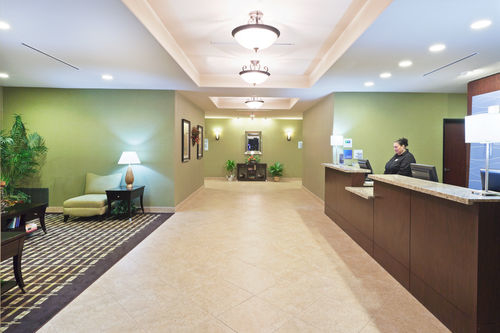 Holiday Inn Express & Suites Brady image 1