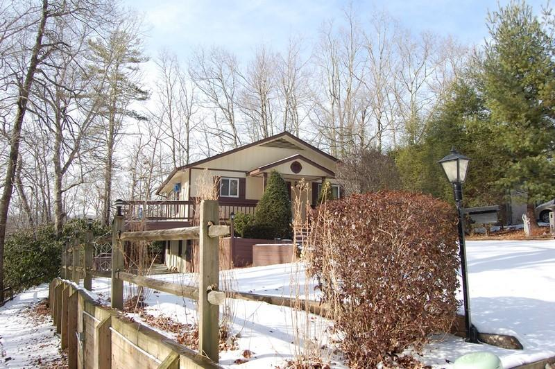 Charming 4 bedroom/3 bath in great private location!  For details call us at 800-521-3712.