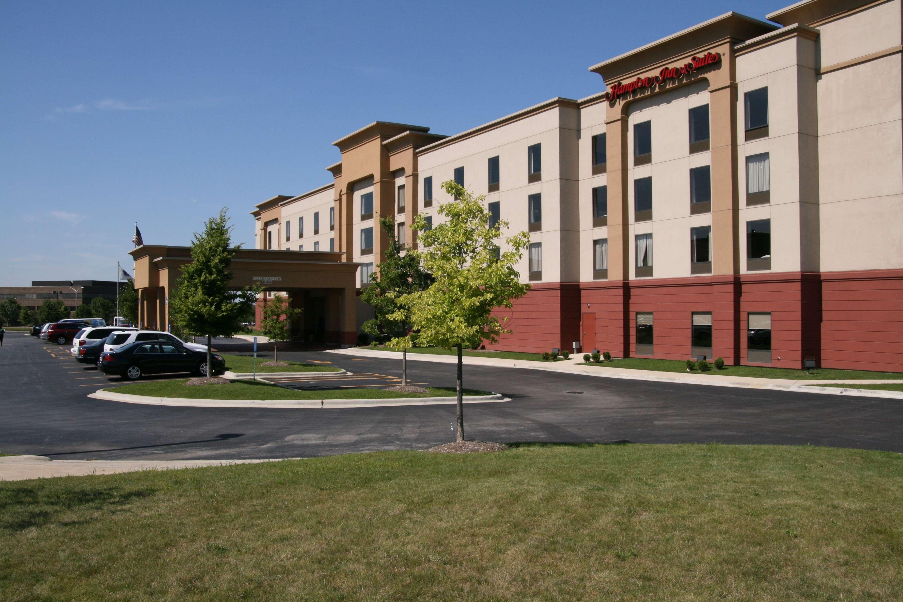 Hampton Inn & Suites Bolingbrook image 1