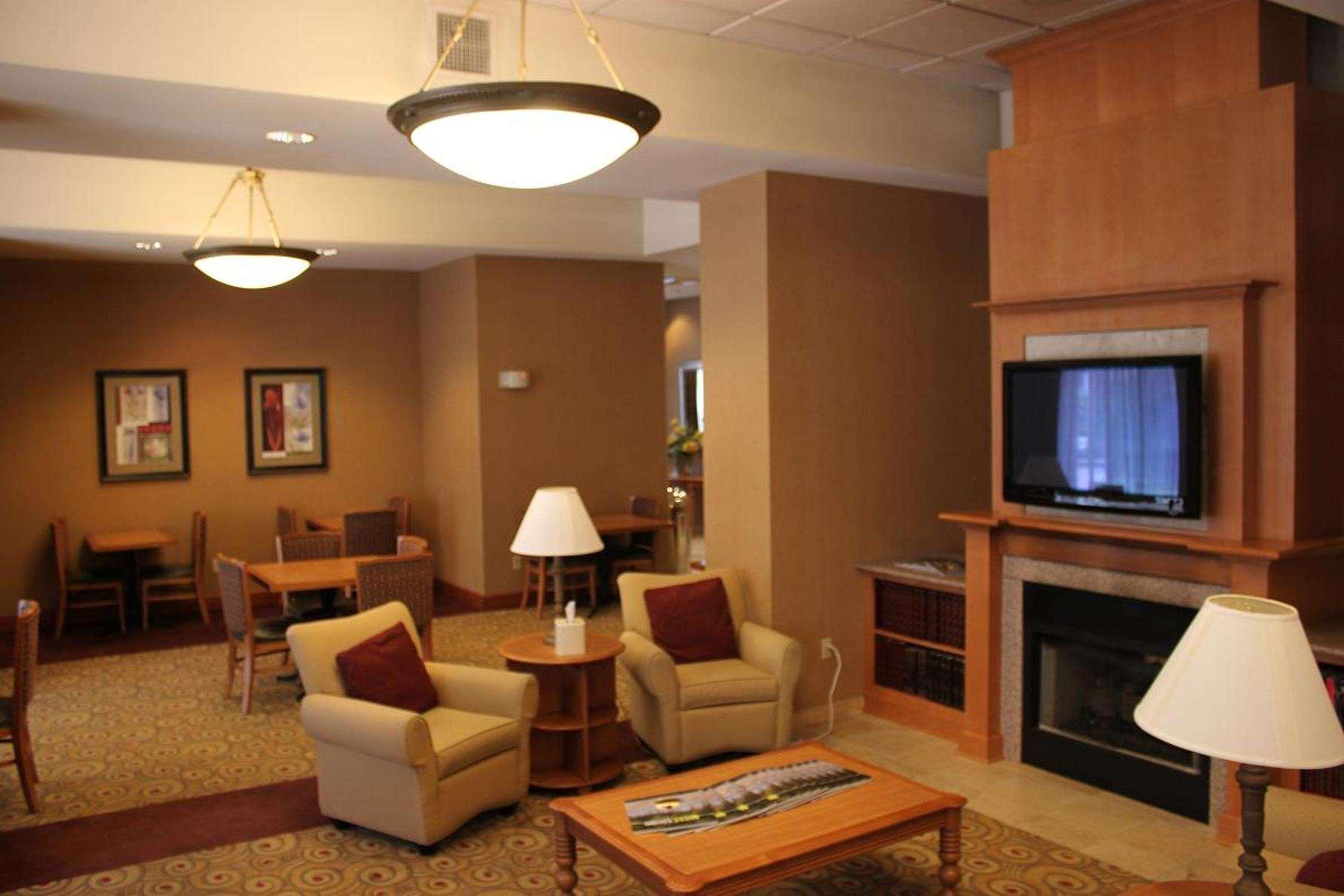 Hampton Inn & Suites Bremerton image 10