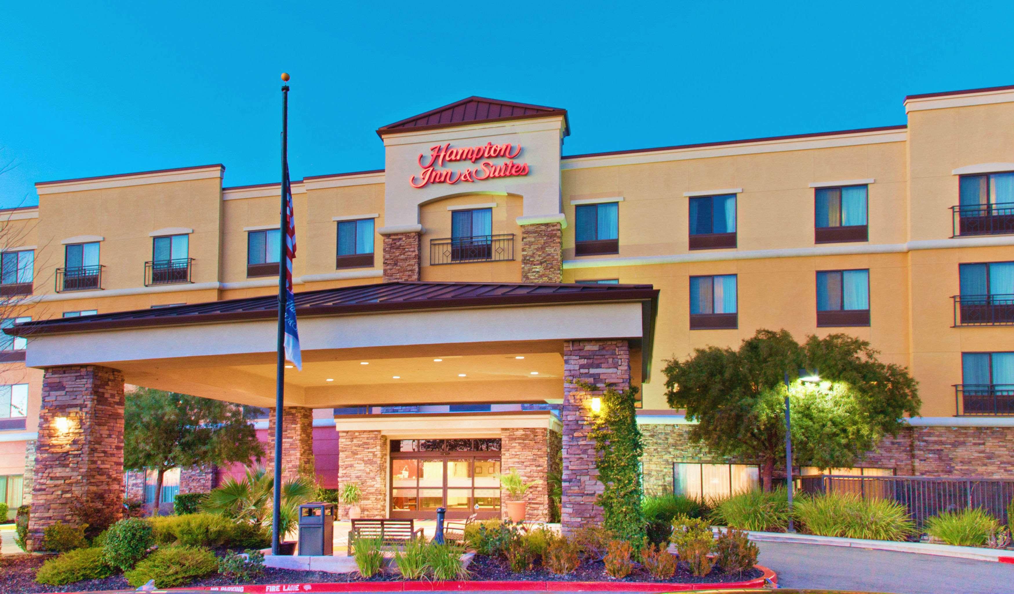Hampton Inn & Suites Roseville image 0