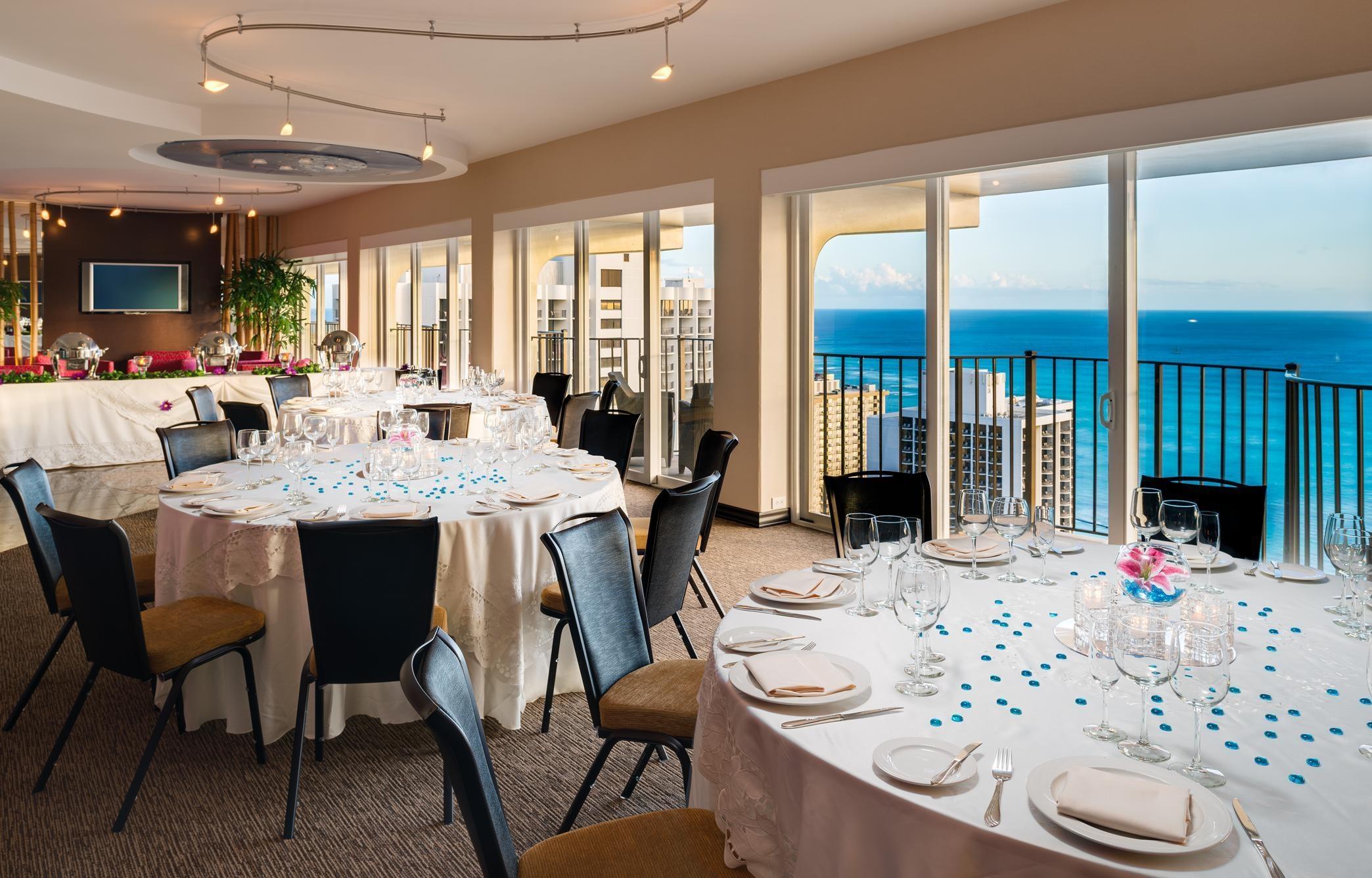Hilton Waikiki Beach image 8