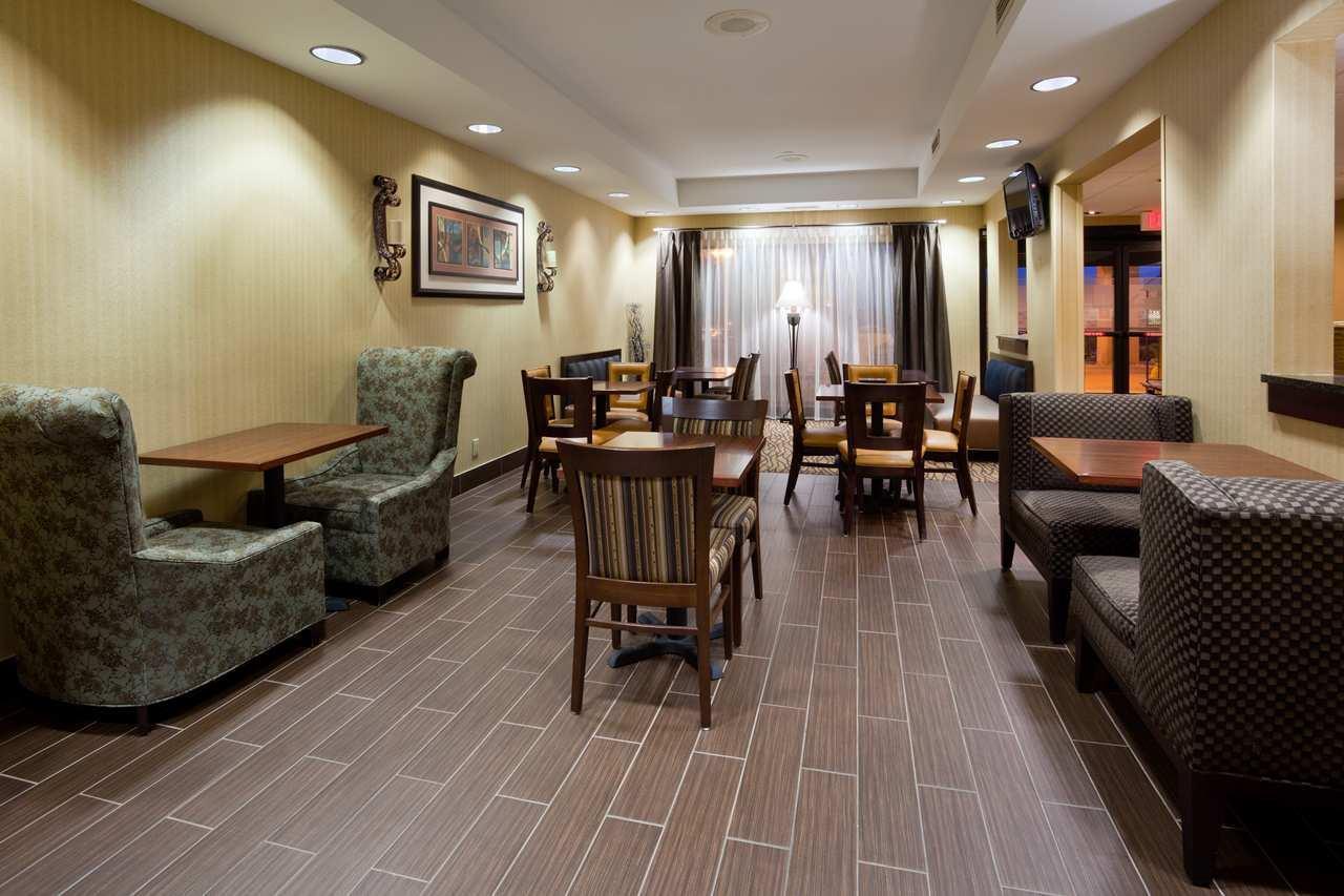 Hampton Inn Cedar Rapids image 5
