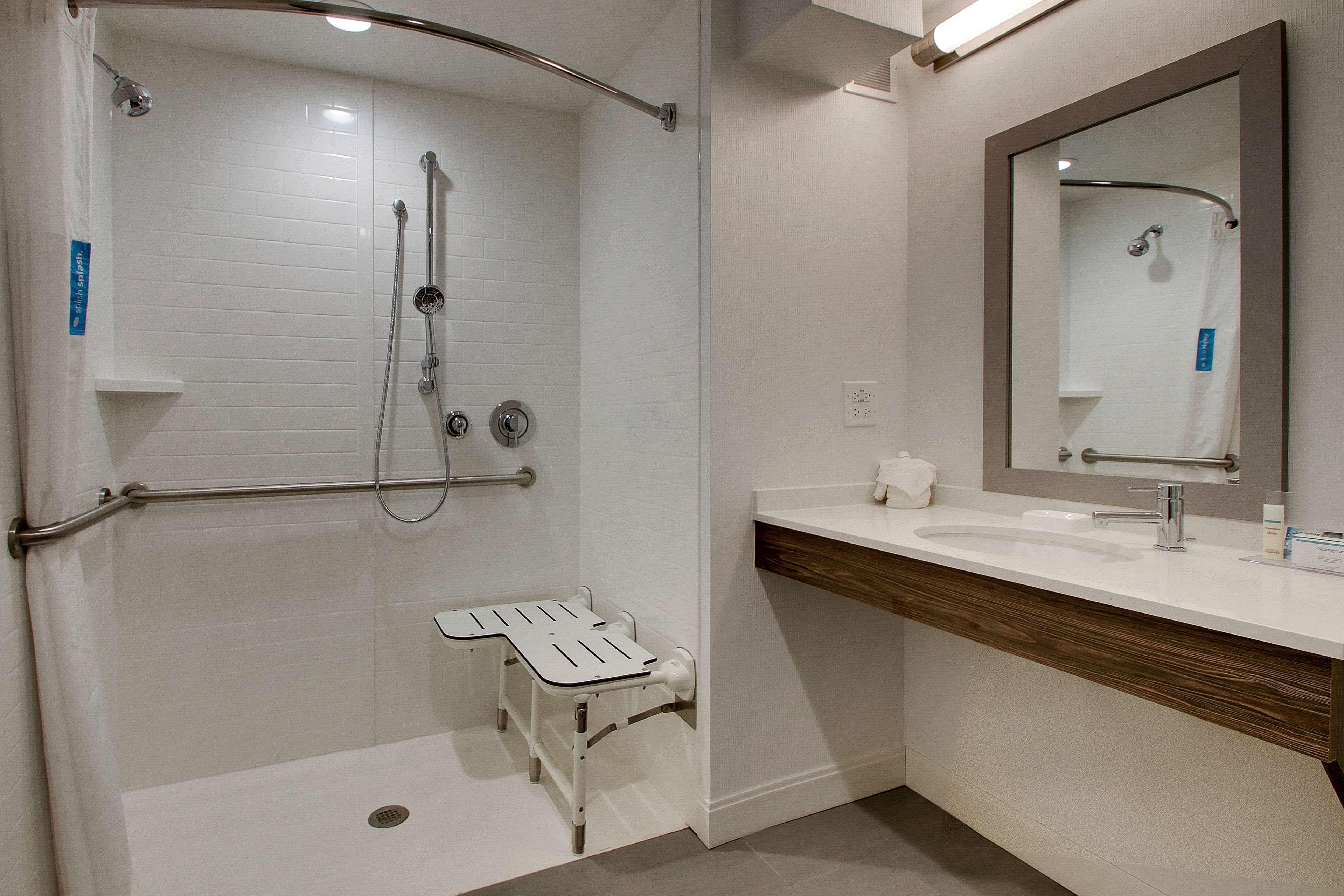 Hampton Inn & Suites Chicago/Aurora image 20