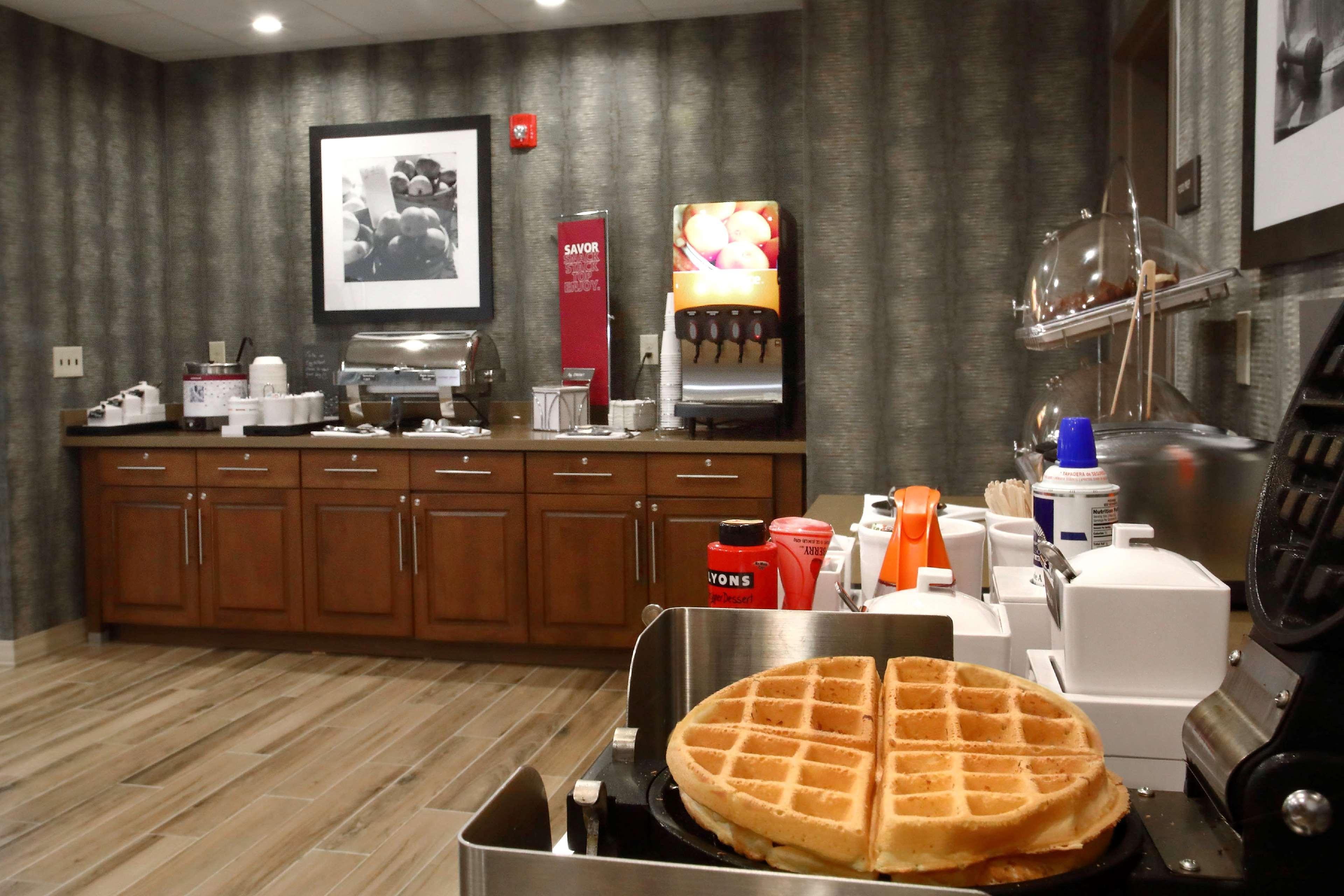 Hampton Inn & Suites Baltimore/Aberdeen image 10