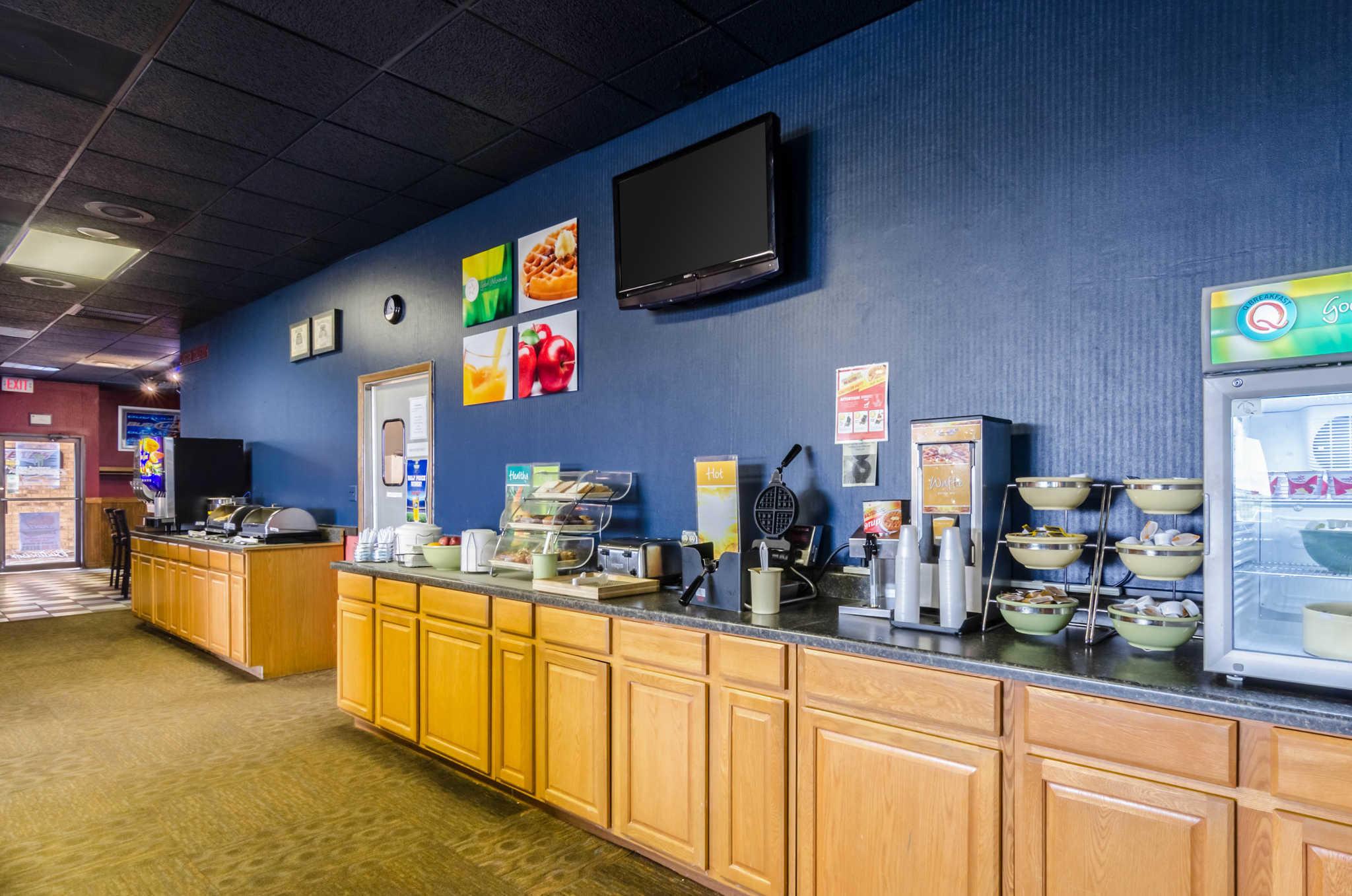 Quality Inn & Suites image 48