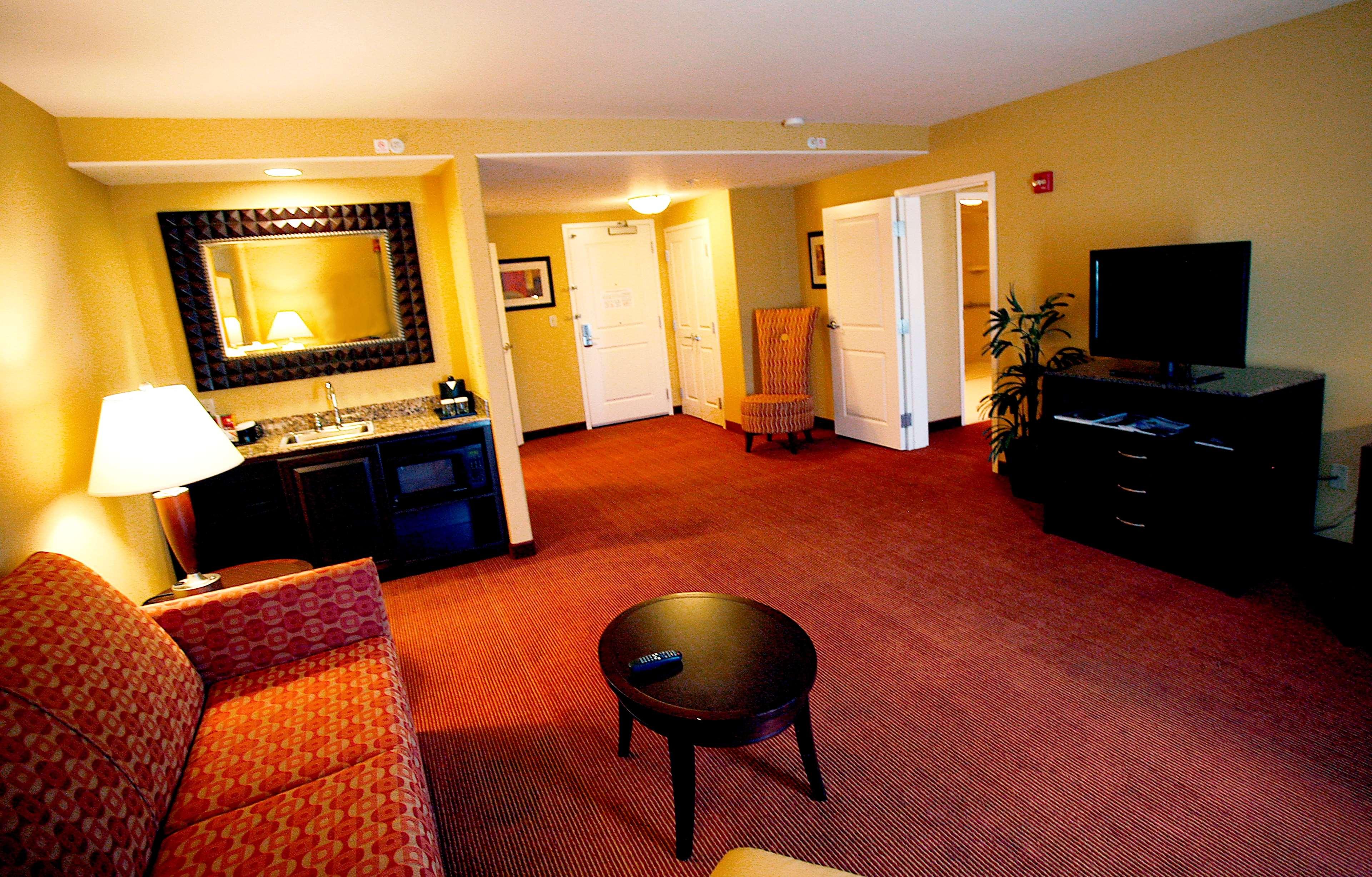 Hilton Garden Inn Fontana image 7