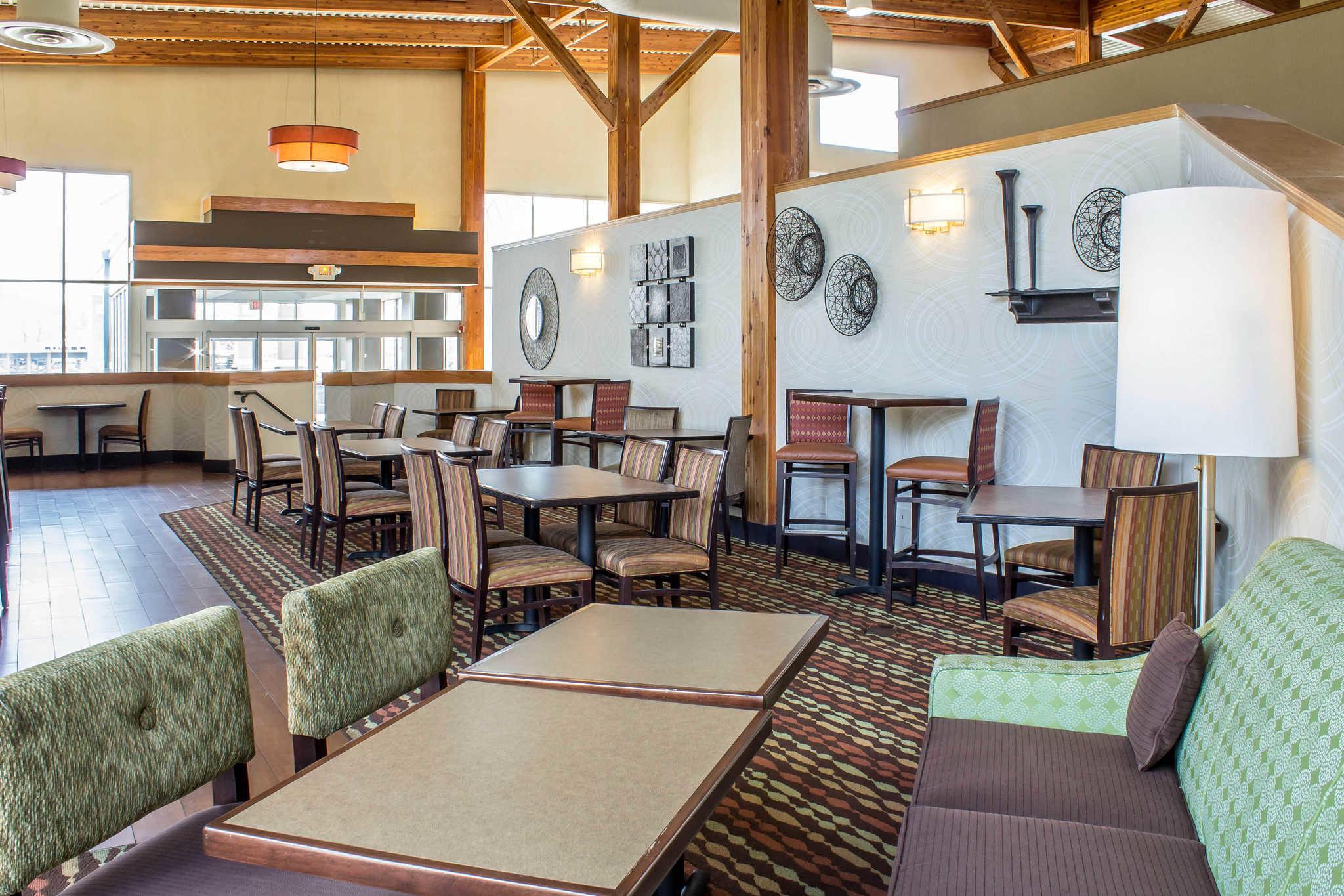 Clarion Inn University Plaza image 32