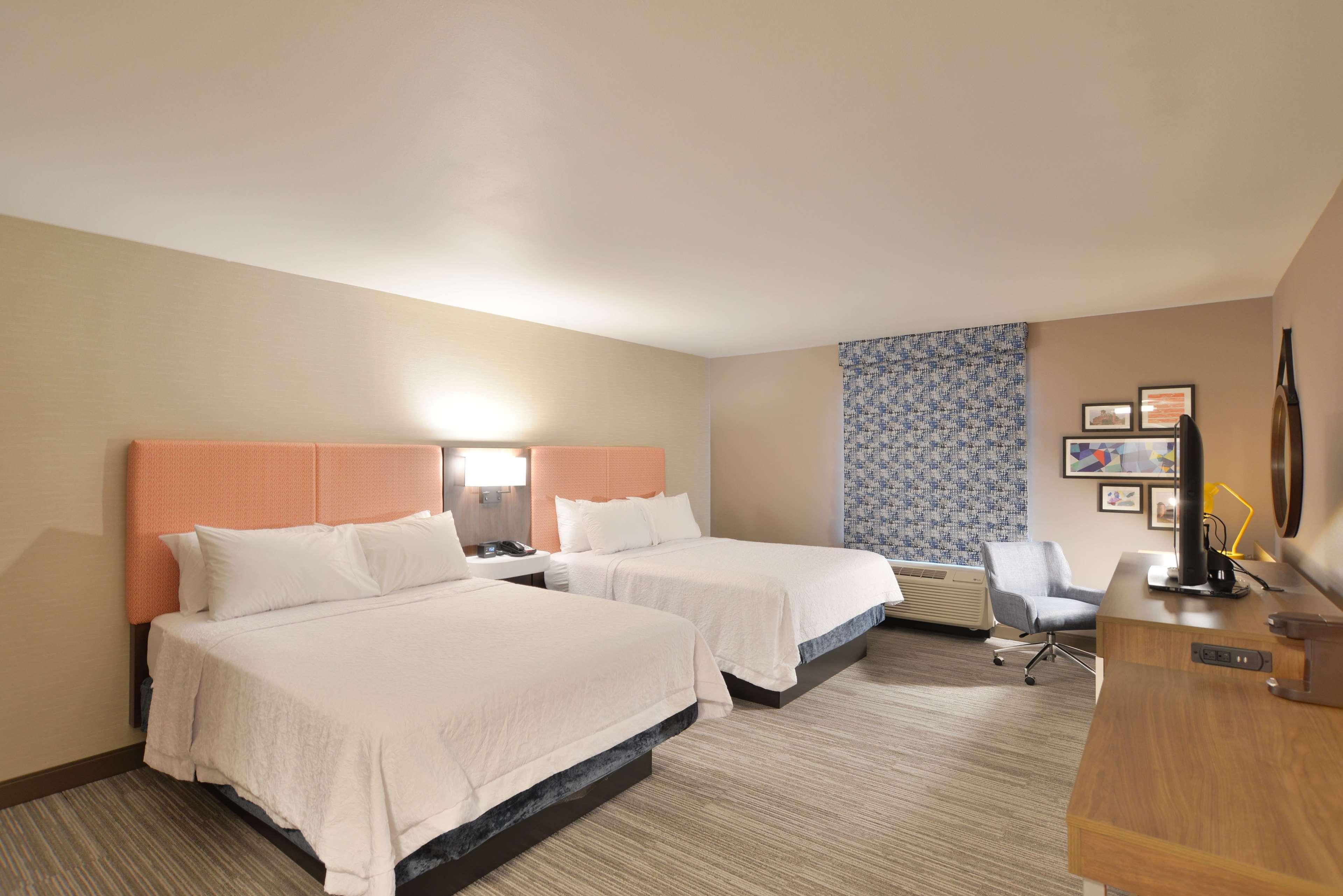 Hampton Inn & Suites Menomonie-UW Stout image 19
