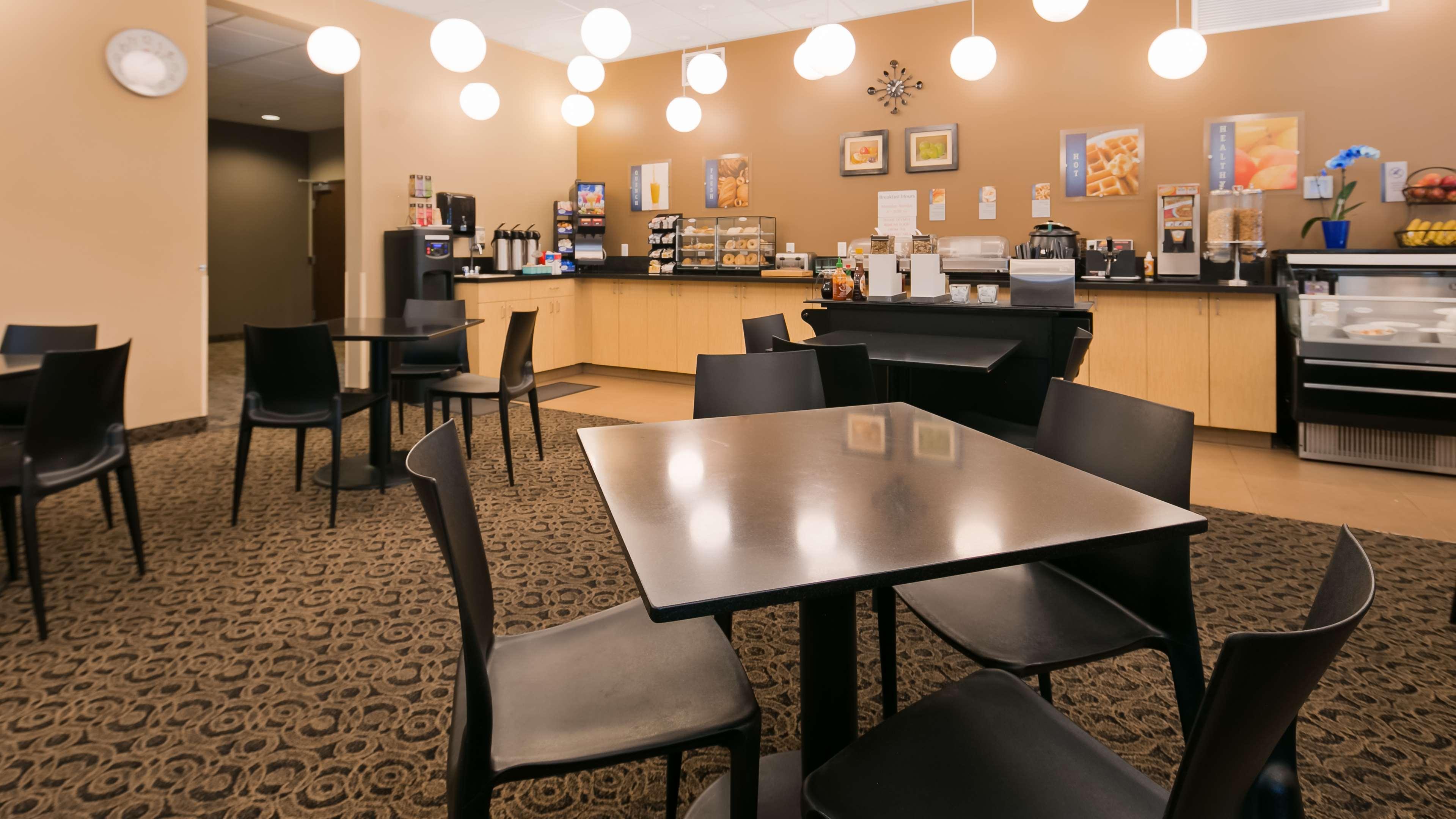 Best Western Plus Lacey Inn & Suites image 6