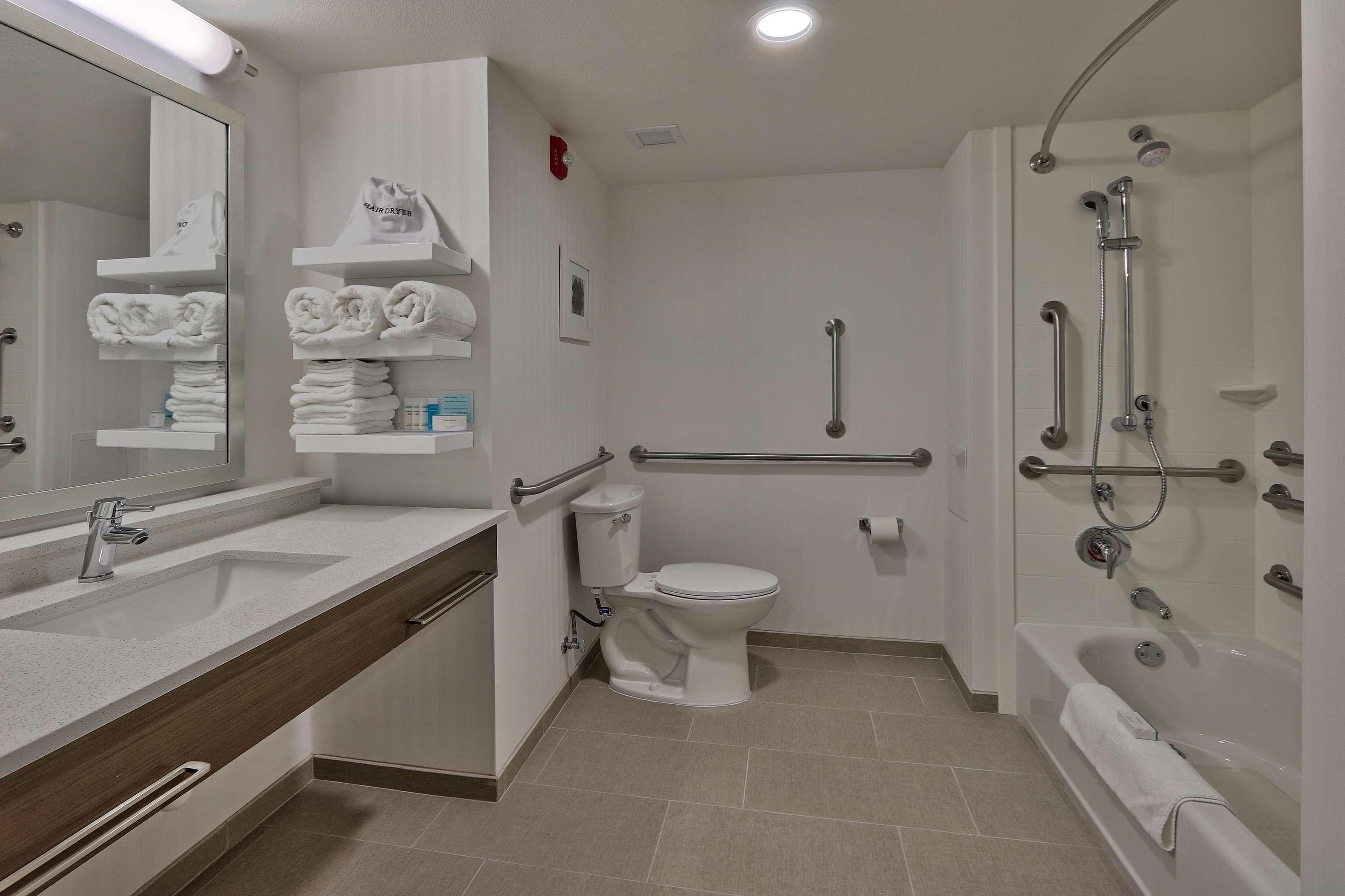 Hampton Inn & Suites Artesia image 3