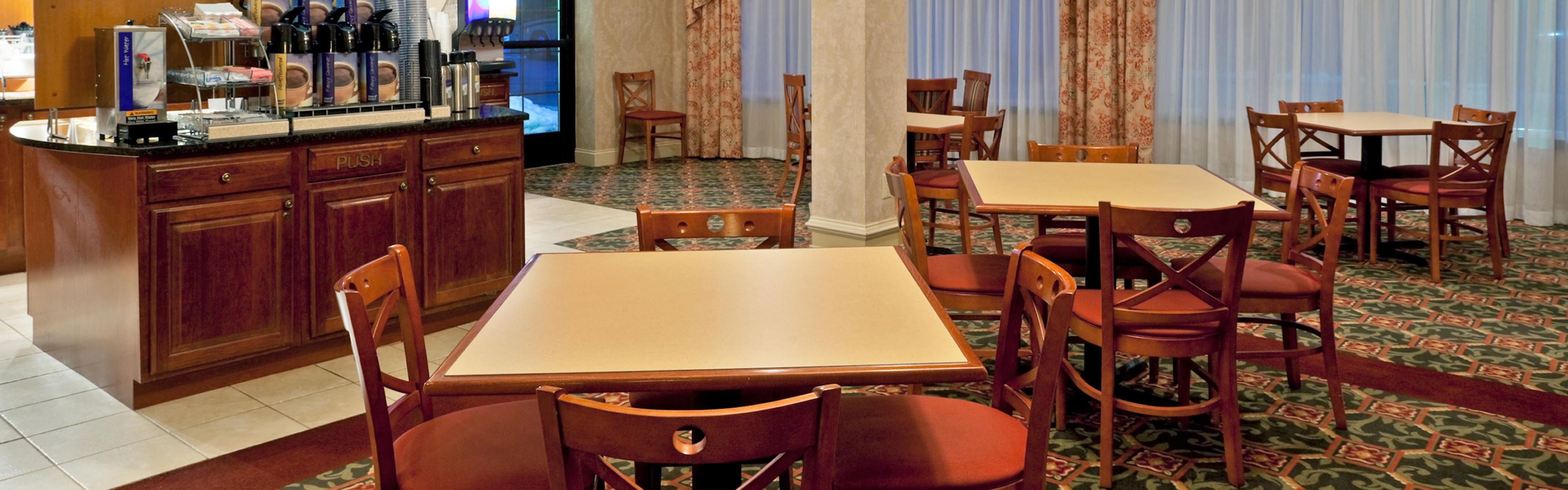Holiday Inn Express & Suites Clifton Park image 3