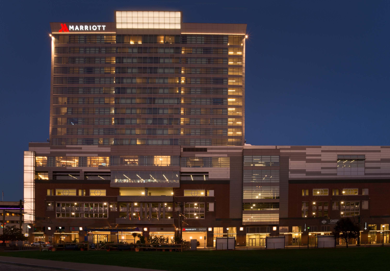 Buffalo Marriott HARBORCENTER image 1