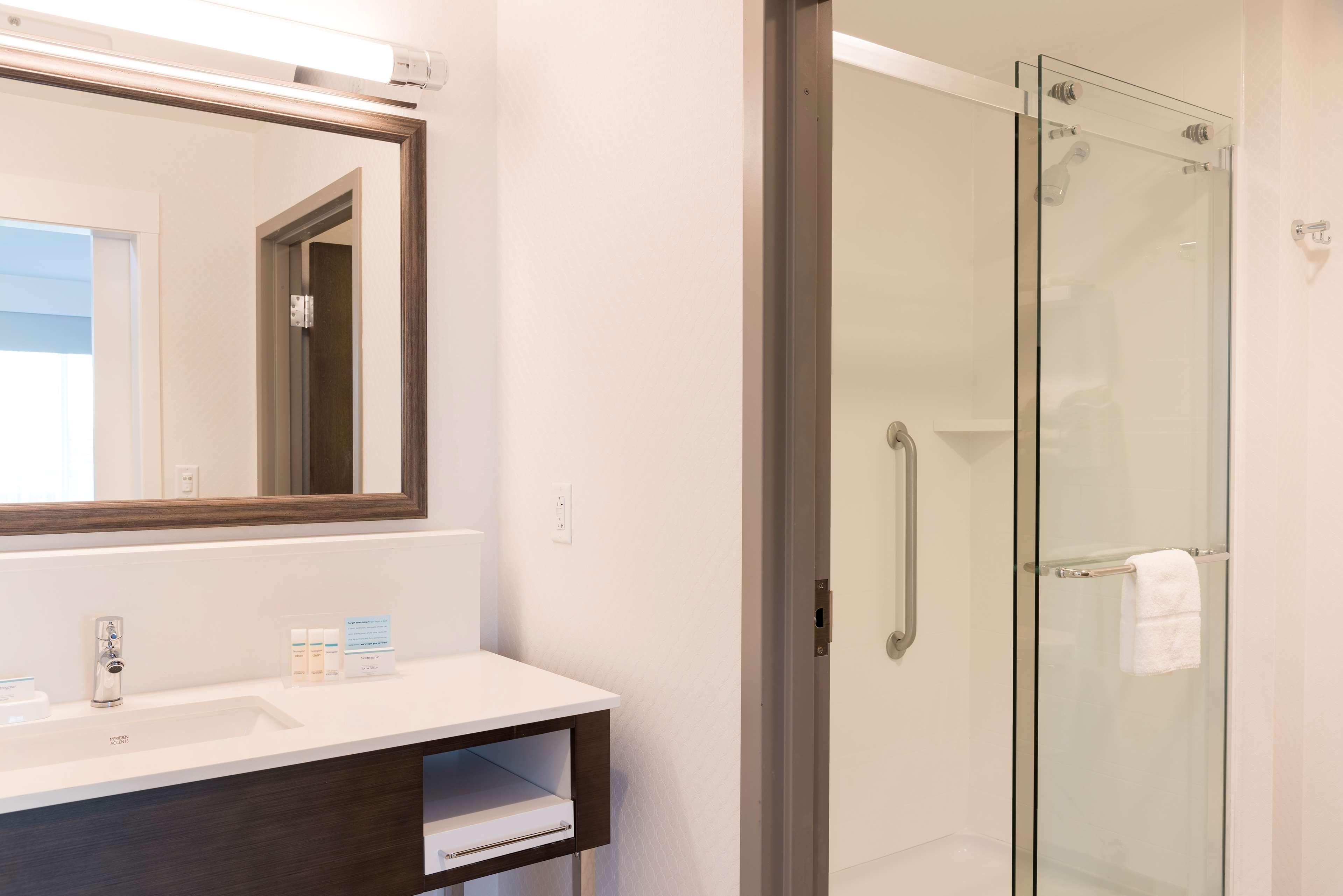 Hampton Inn & Suites Indianapolis-Keystone image 23