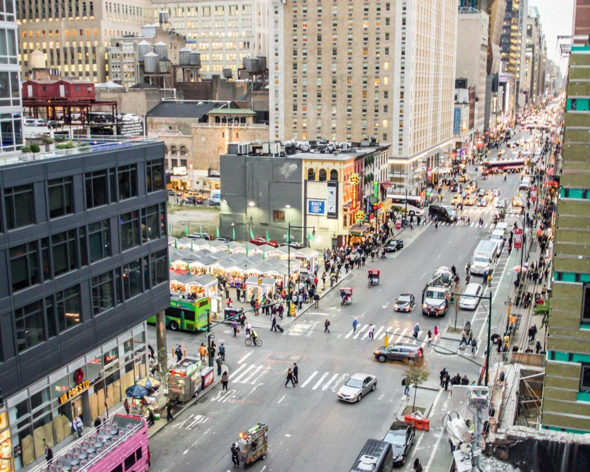 Econo Lodge Times Square image 22