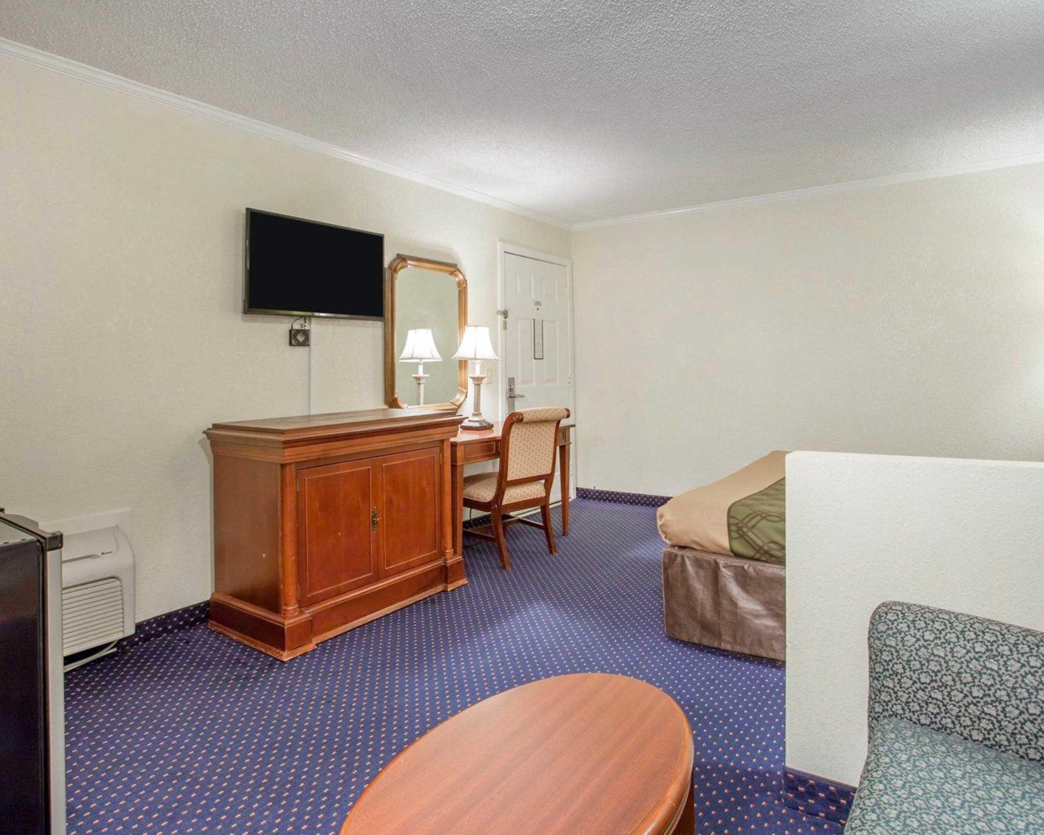Rodeway Inn & Suites Fort Jackson image 24