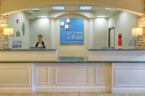 Holiday Inn Express & Suites Portales image 2