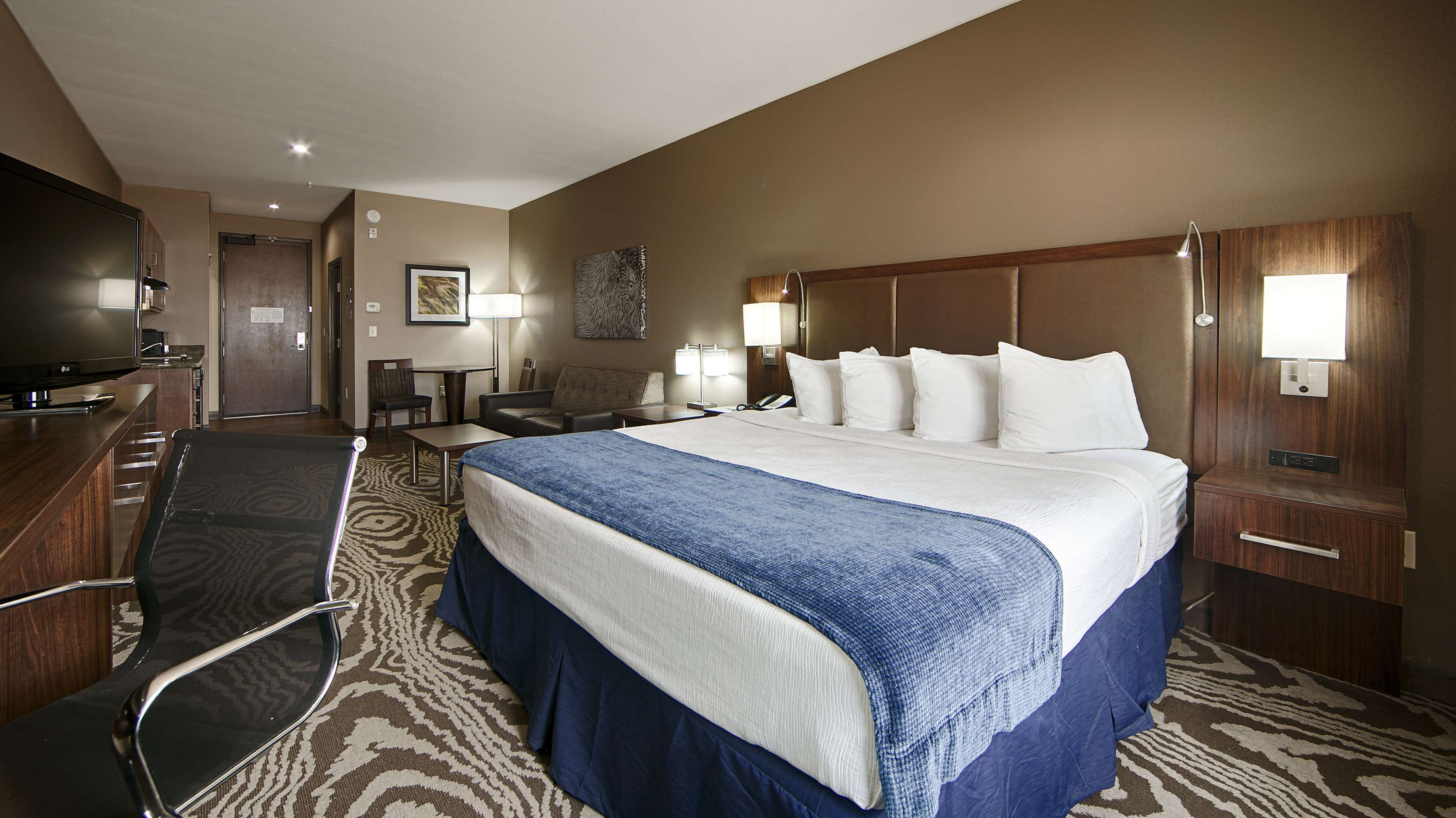 Best Western Plus Williston Hotel & Suites image 24
