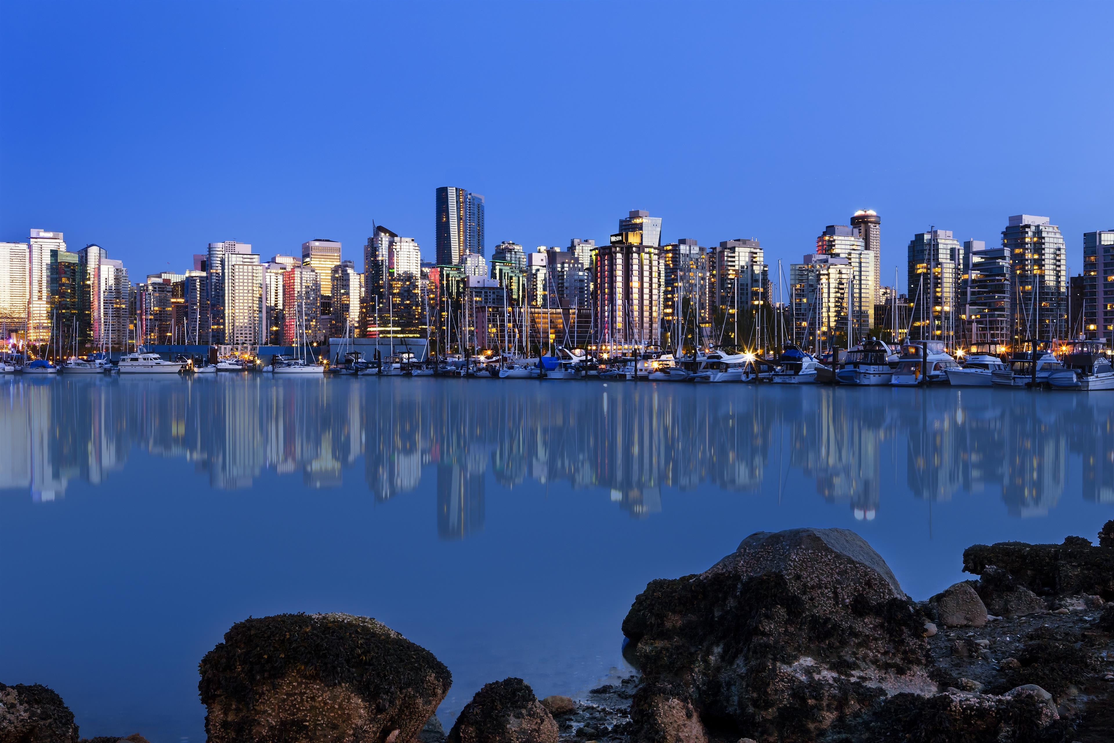 The Westin Bayshore, Vancouver in Vancouver: Vancouver Skyline at dusk