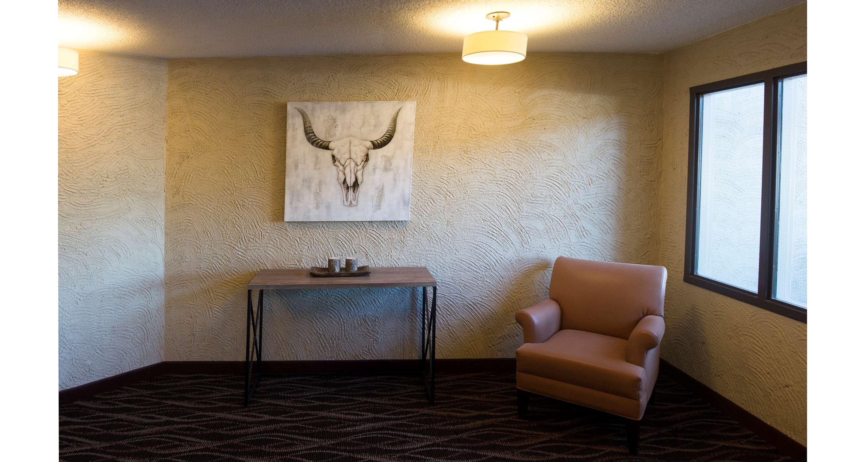 Best Western Airdrie in Airdrie: Elevator Lobby